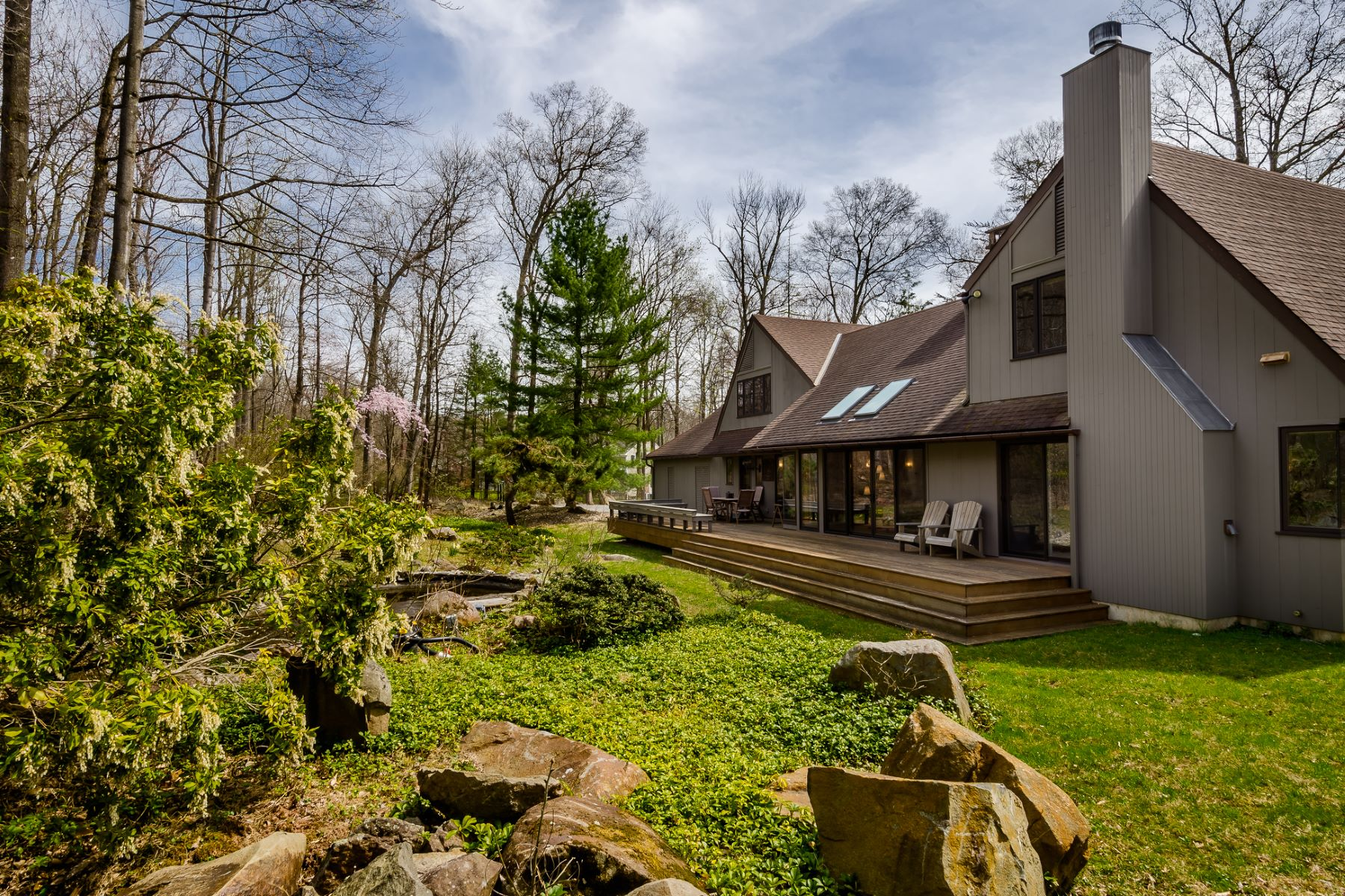 Additional photo for property listing at William Thompson Designed Custom Home Stands Proudly Updated 1827 Stuart Road West, Princeton, 뉴저지 08540 미국