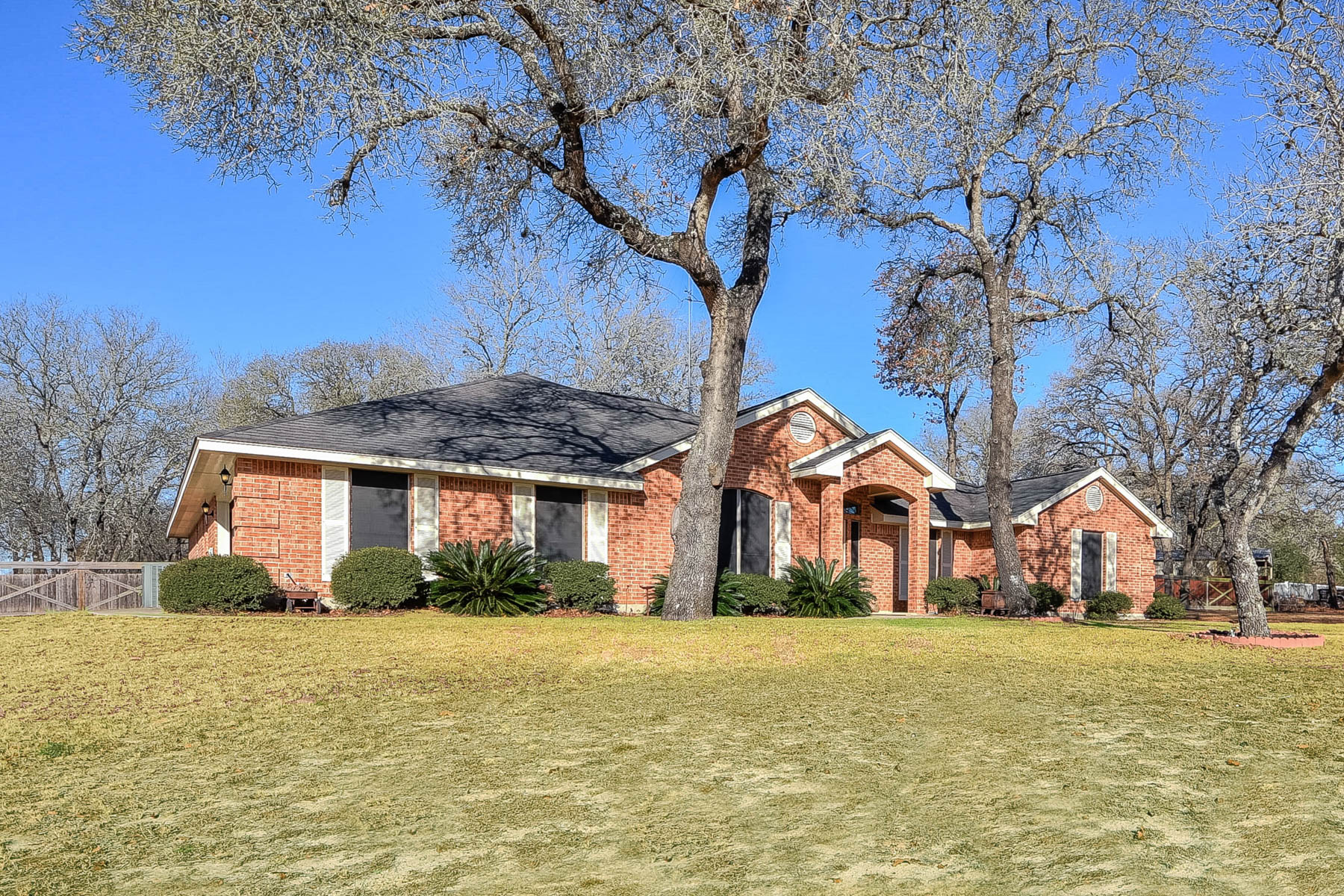 Single Family Home for Sale at Beautiful La Vernia Home 157 Rosewood Drive La Vernia, Texas 78121 United States