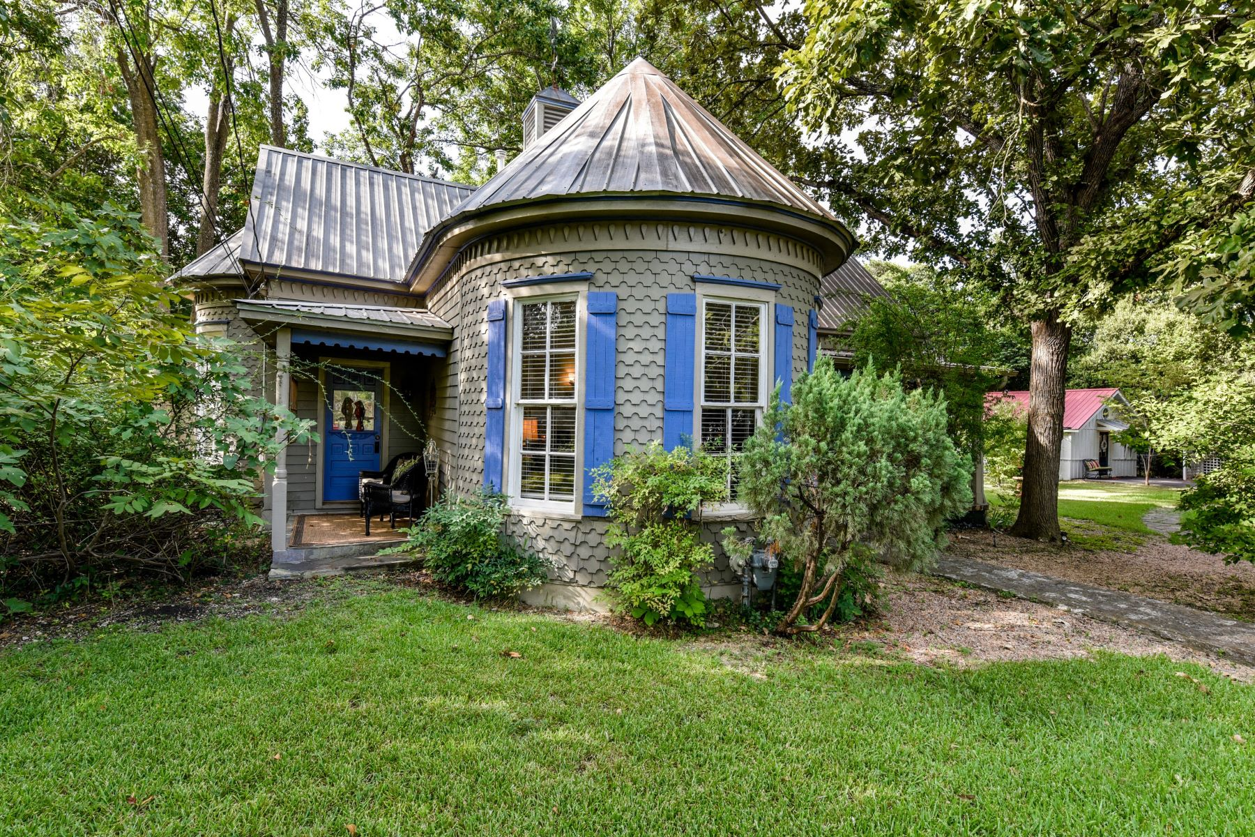 Single Family Homes for Sale at 1202 East 15th Street, Georgetown, TX 78626 1202 East 15th Street Georgetown, Texas 78626 United States