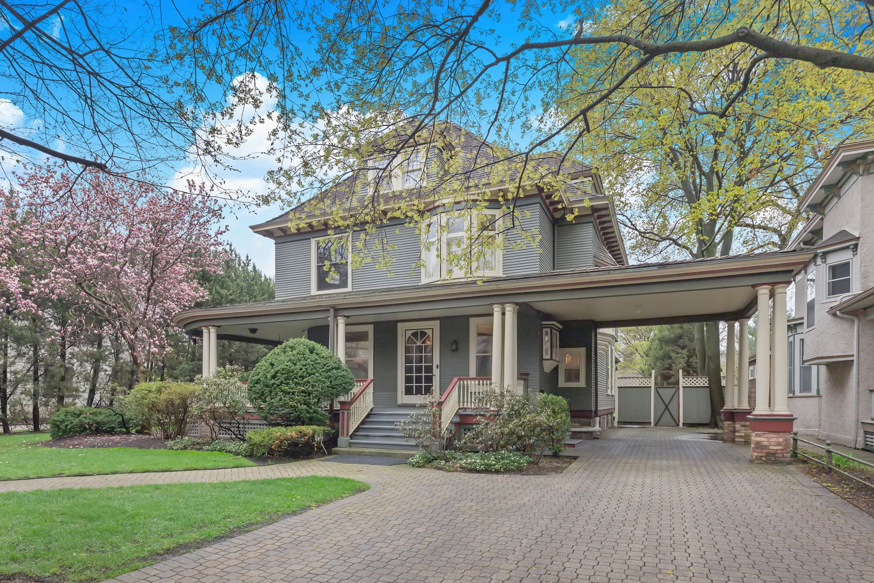 Single Family Home for Active at Beautiful Landmark Home 1312 Church Street Evanston, Illinois 60201 United States