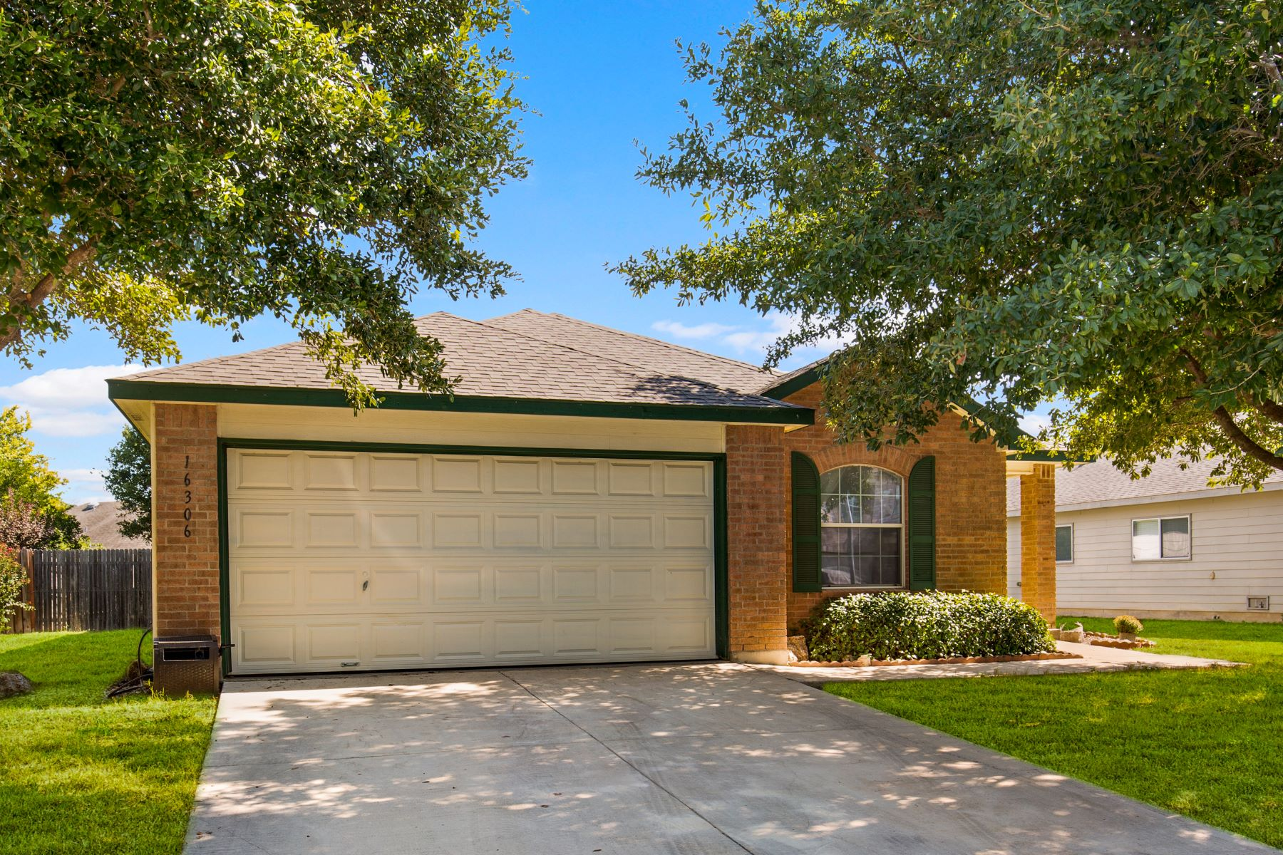 Single Family Homes for Sale at Great Single Story Home in Retama Springs 16306 Amberly Court Selma, Texas 78154 United States