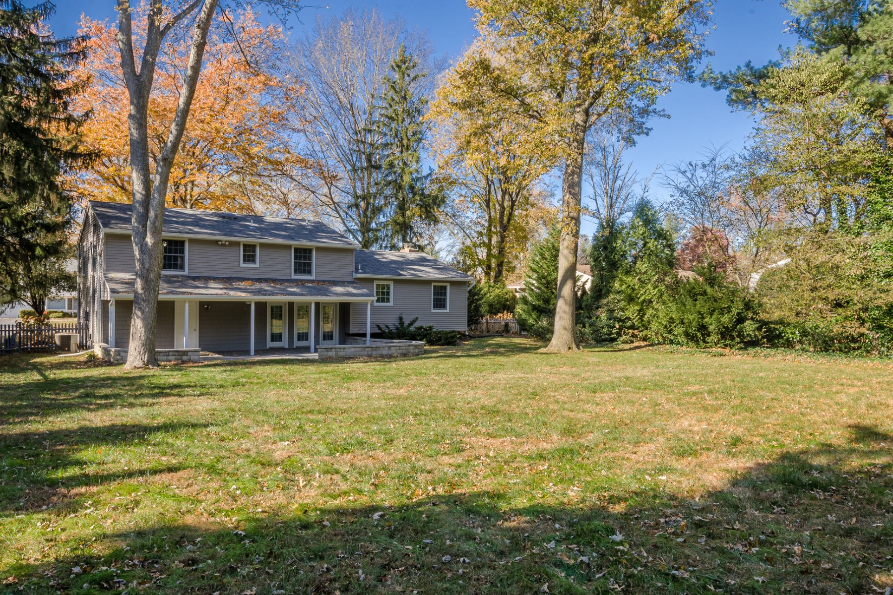 Additional photo for property listing at Completely Charming and Up-to-Date in Cranbury 16 Ryan Road, Cranbury, New Jersey 08512 United States