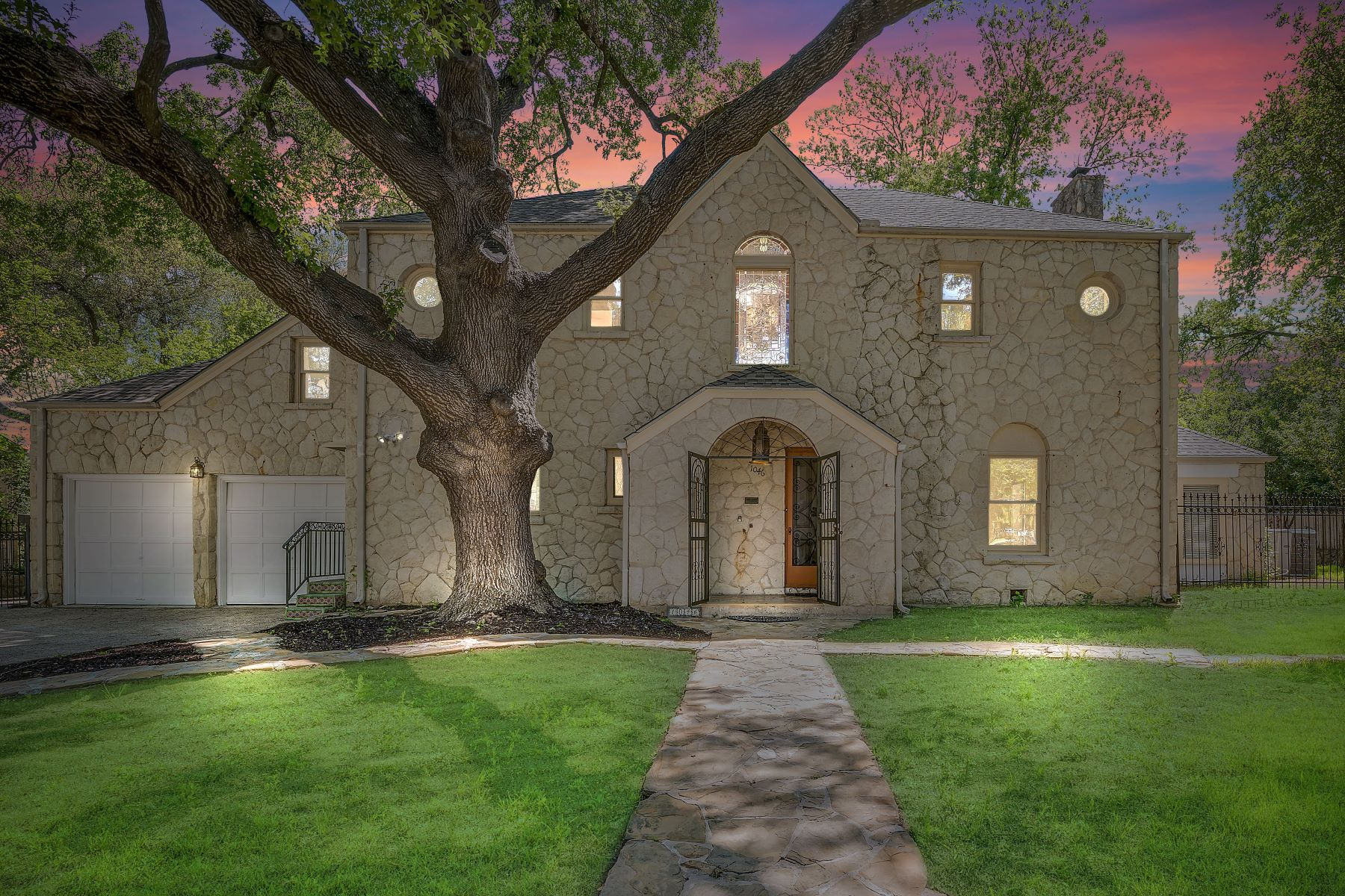 Single Family Homes for Sale at Wonderful Opportunity in Olmos Park 1046 Shook Avenue San Antonio, Texas 78212 United States