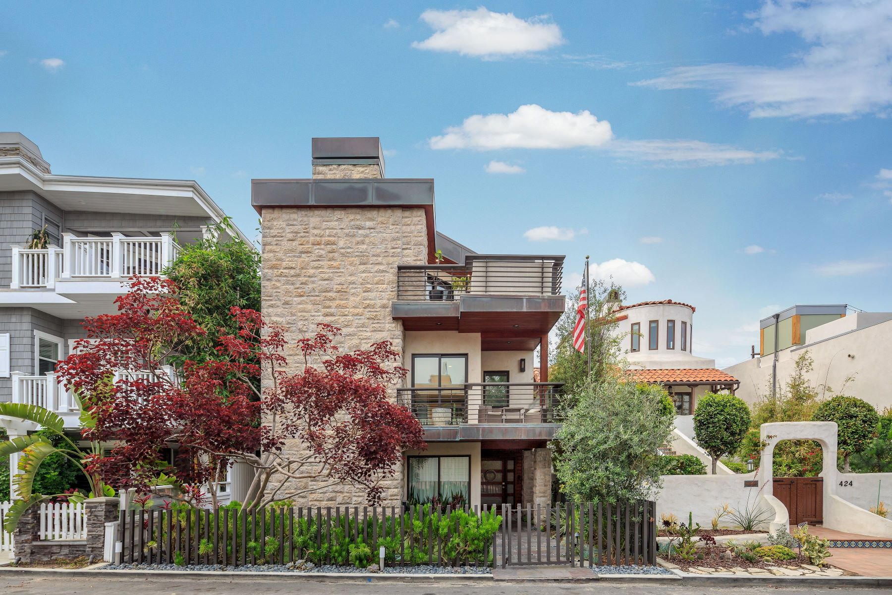 Single Family Homes for Sale at 428 32nd Street, Manhattan Beach, CA 90266 428 32nd Street Manhattan Beach, California 90266 United States