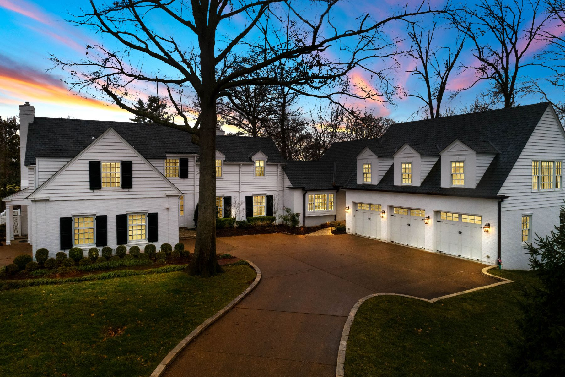 Single Family Homes for Sale at Timeless. Classic. Sophisticated. 32 Clermont Lane Ladue, Missouri 63124 United States