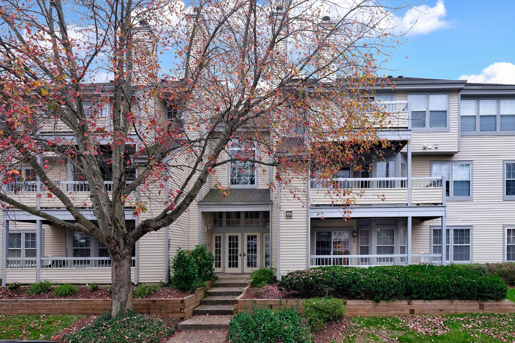 Condominiums のために 売買 アット Come Home to Canal Pointe! 103 Claridge Court #2, Princeton, ニュージャージー 08540 アメリカ