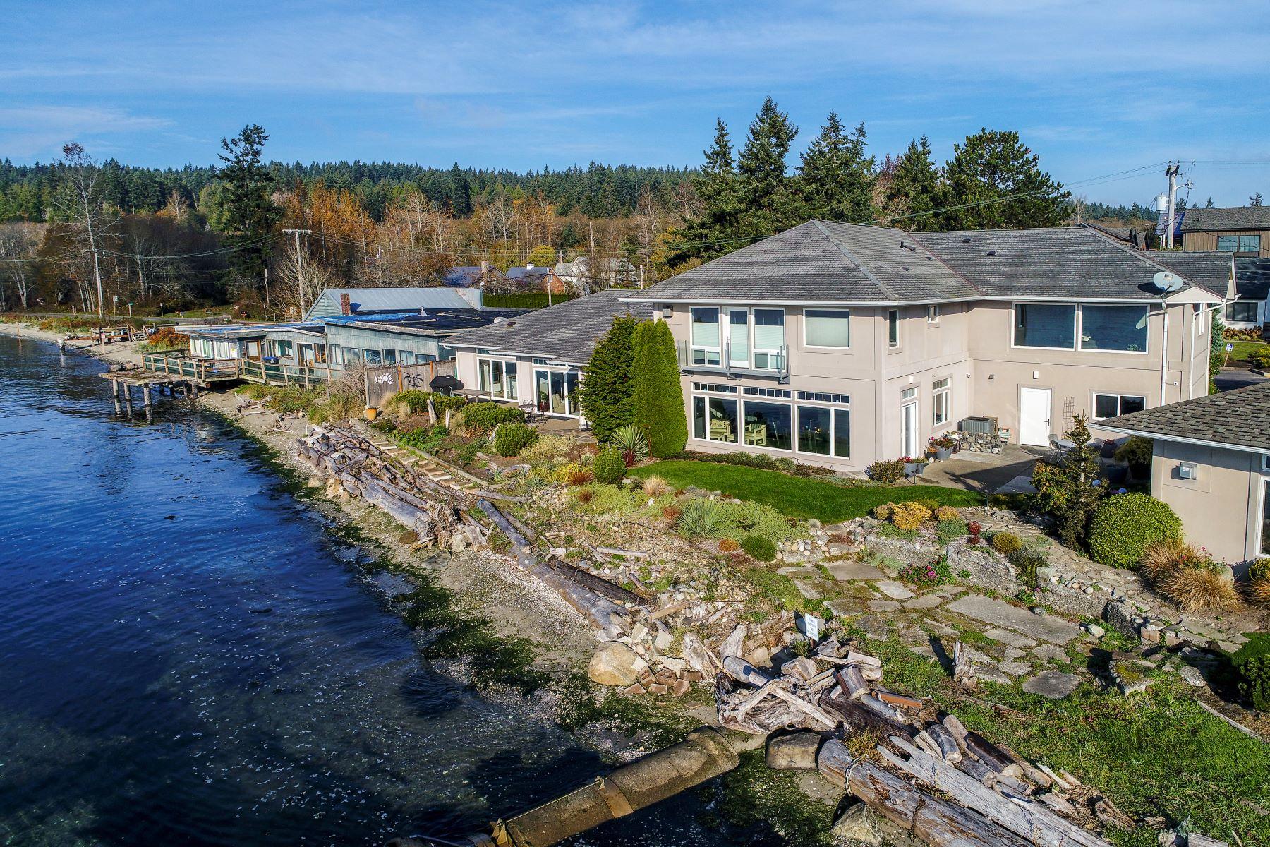 Single Family Homes for Sale at 4576 Point White Drive NE, Bainbridge Island, WA 98110 4576 Point White Drive NE Bainbridge Island, Washington 98110 United States