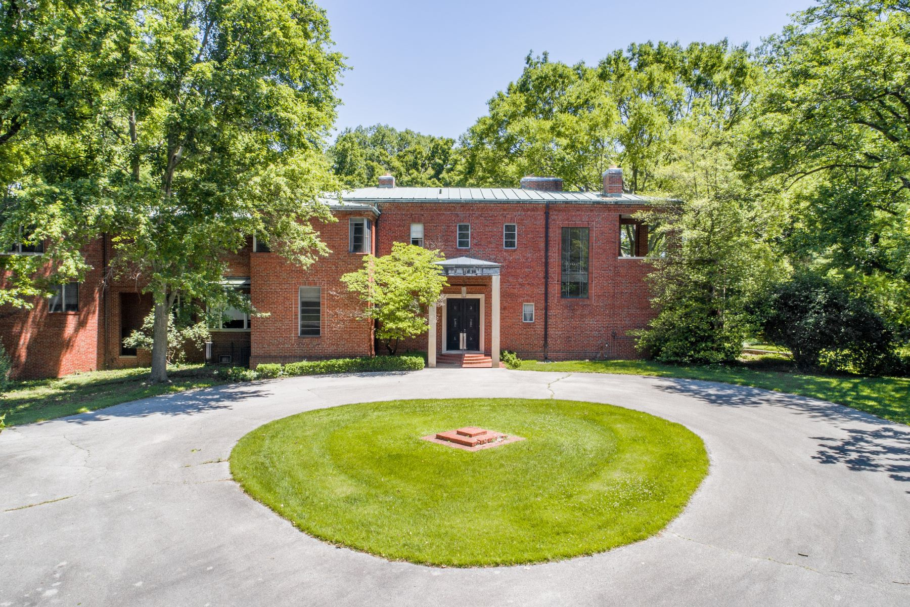 Single Family Homes for Sale at Huntleigh Estate Designed by Charles Eames 4 Deacon Drive Huntleigh, Missouri 63131 United States
