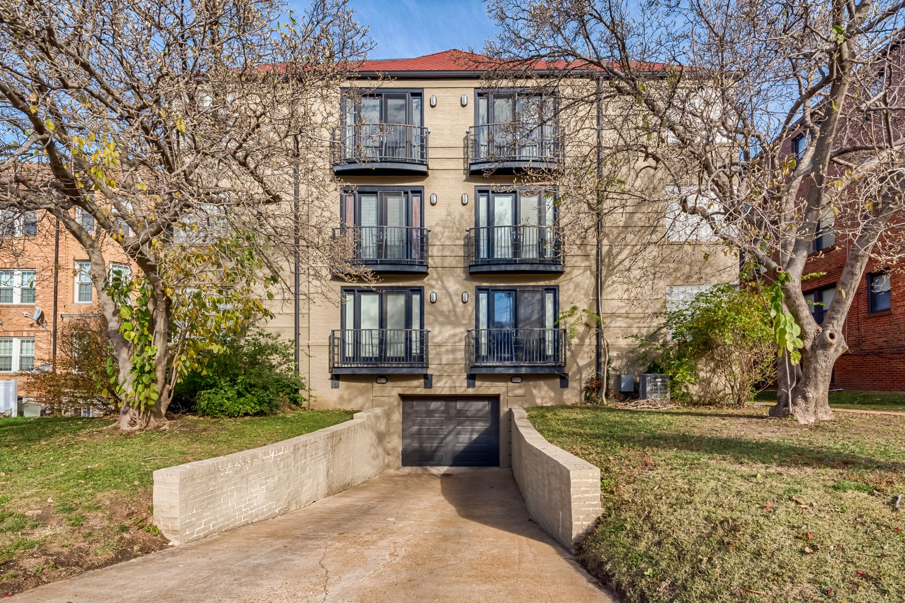 Additional photo for property listing at Perfect Clayton Penthouse 7524 Cromwell Drive #3PH Clayton, Missouri 63105 United States