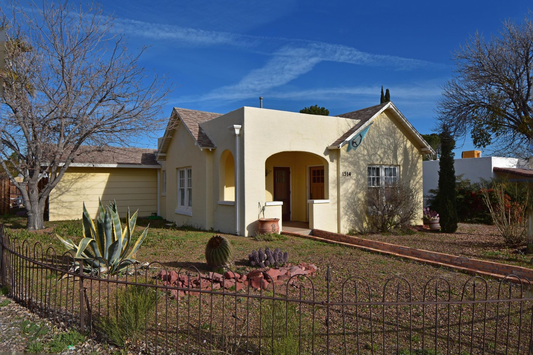 Single Family Homes 为 销售 在 Beautiful Spanish Colonial Style Home 1514 Main Street 克拉克代尔, 亚利桑那州 86324 美国