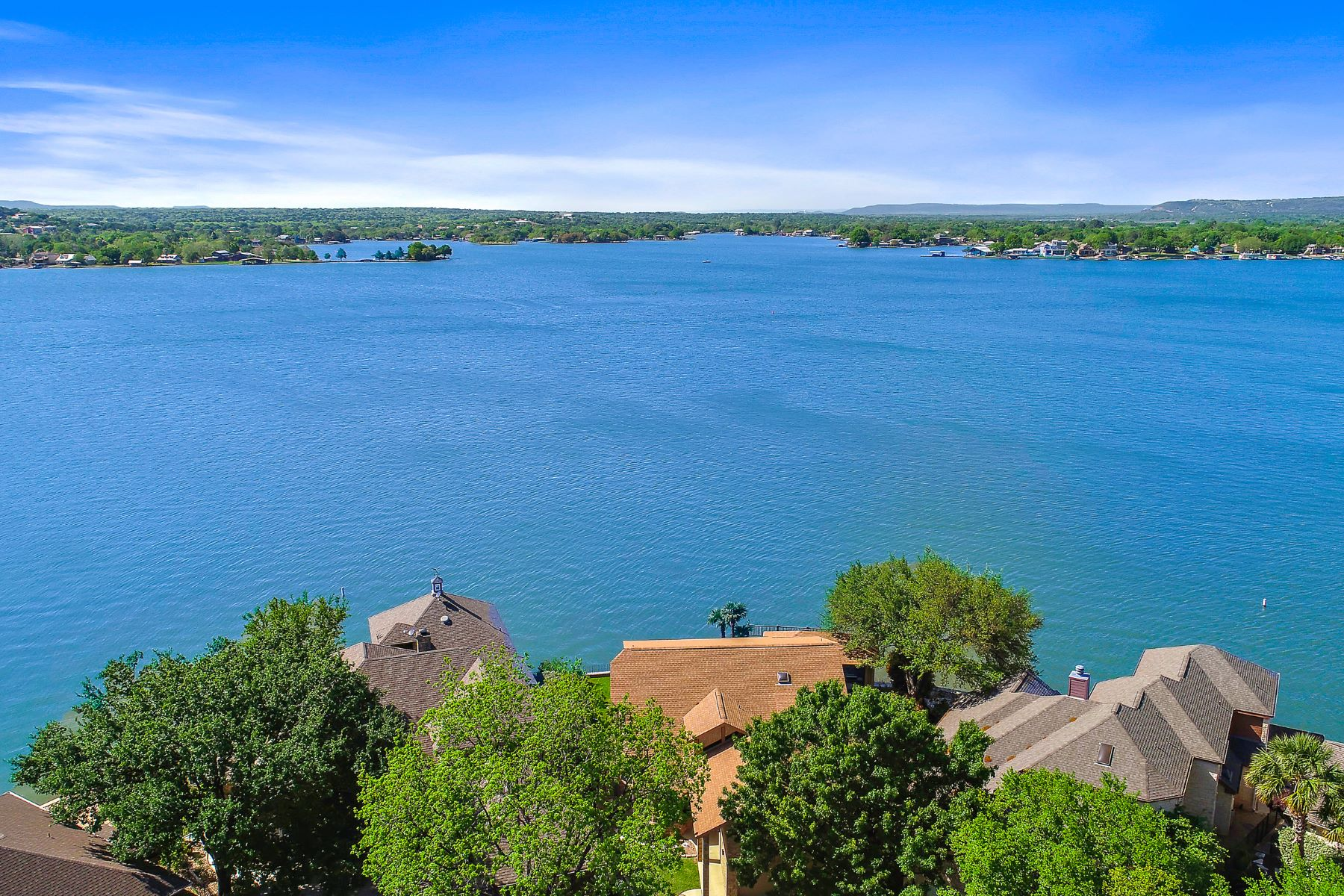 Single Family Homes por un Venta en Fantastic Lake House Built with the Lake in Mind 42 Beaver Island On Lake LBJ, Granite Shoals, Texas 78654 Estados Unidos