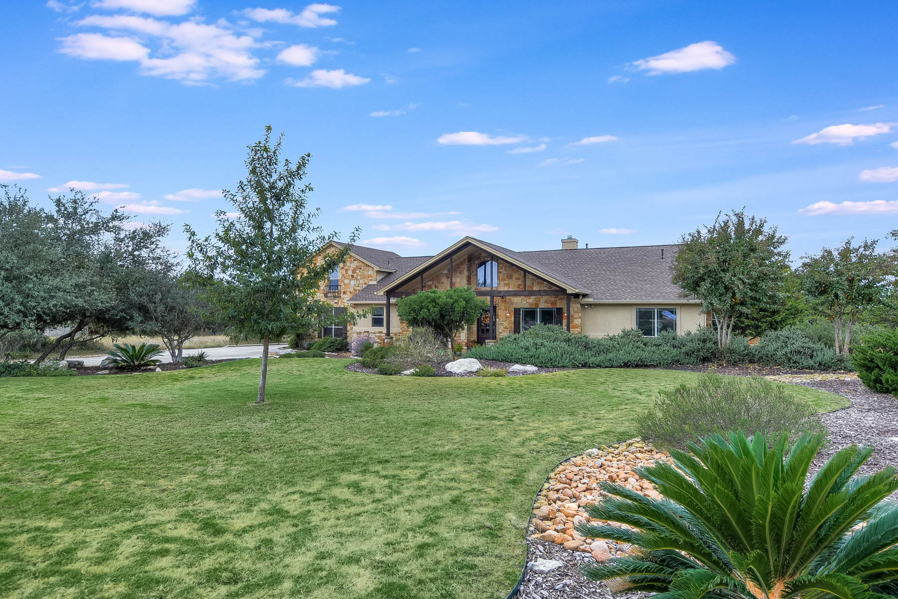 Additional photo for property listing at Immaculate Texas Hill Country Home 324 Charon Pointe Spring Branch, Texas 78070 United States