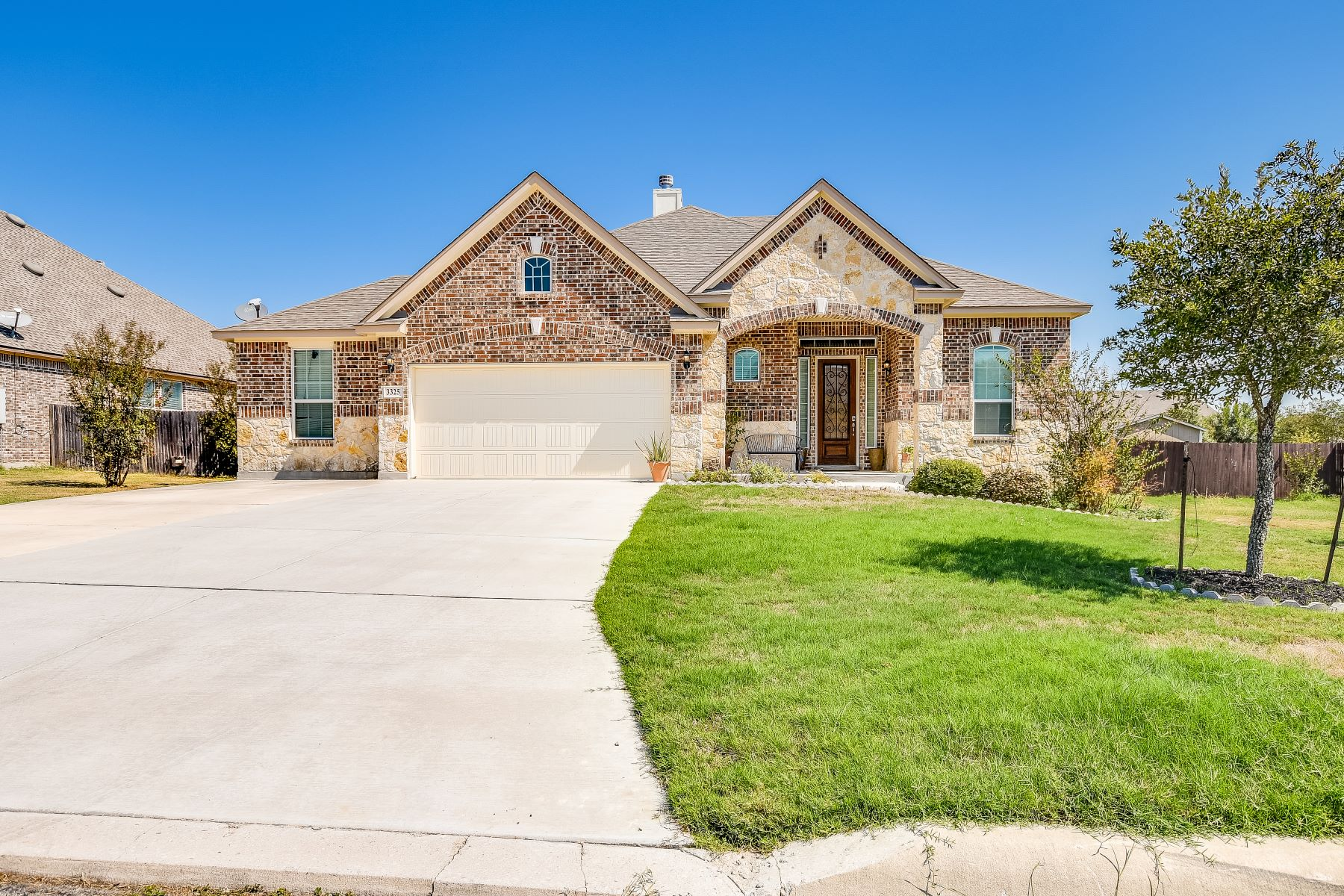 Single Family Homes for Sale at Beautiful Harvest Hills Home 3325 Joshs Way Marion, Texas 78124 United States
