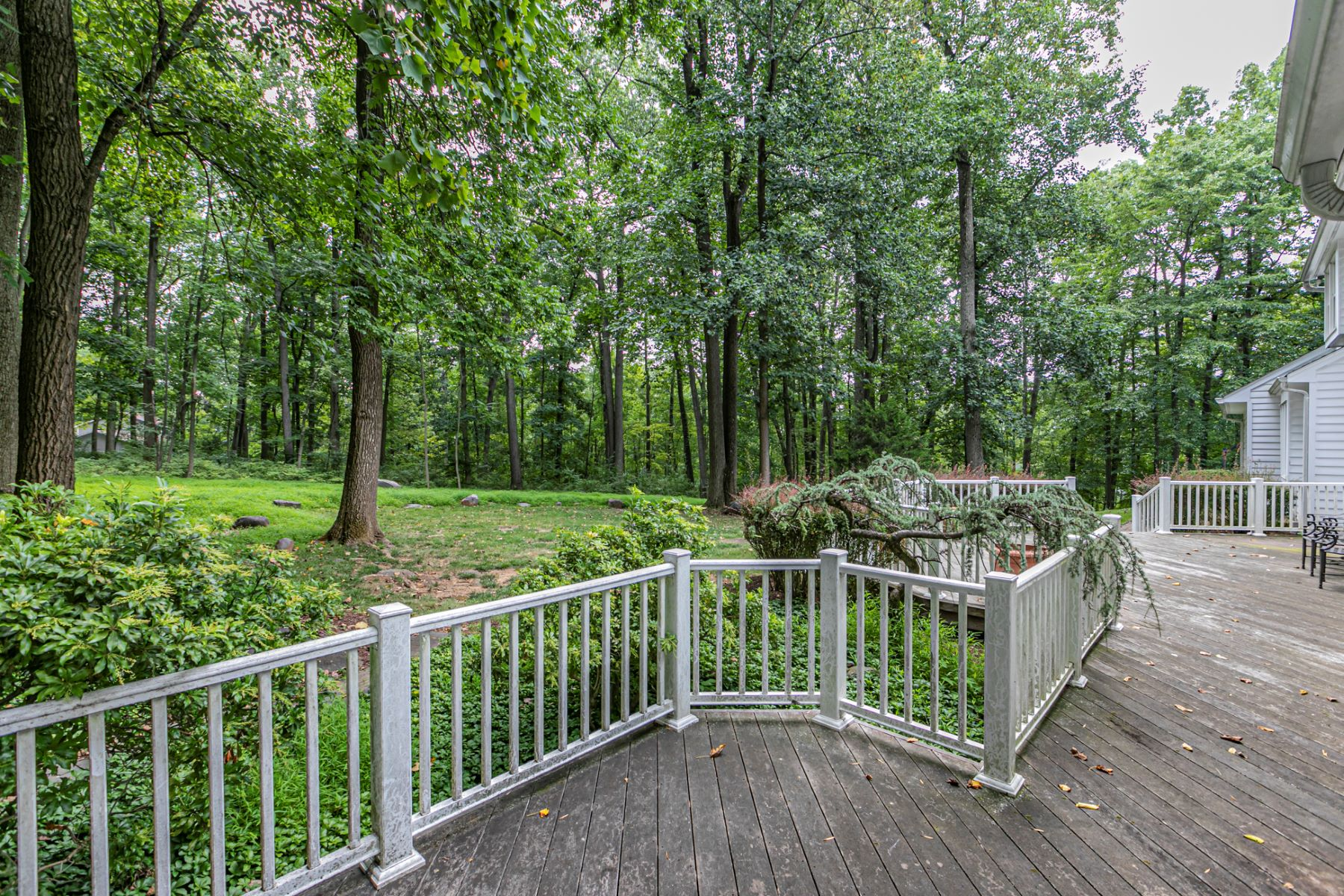 Additional photo for property listing at Graciousness and Privacy, Just Minutes from Town 265 Cherry Hill Road, Princeton, New Jersey 08540 United States