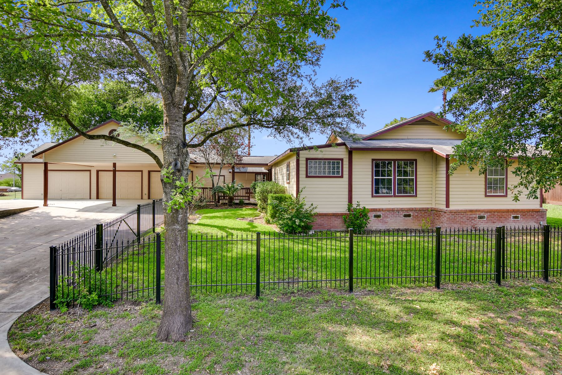 Single Family Homes for Sale at 579 Weil Road, Cibolo, TX 78108 579 Weil Road Cibolo, Texas 78108 United States