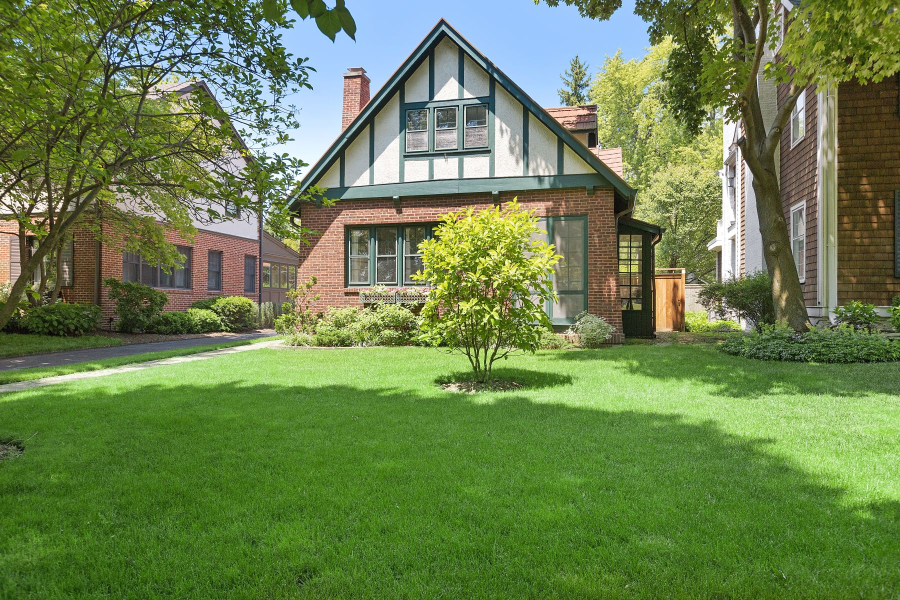 Single Family Homes para Venda às Classic English Style Home 387 Sunset Road, Winnetka, Illinois 60093 Estados Unidos