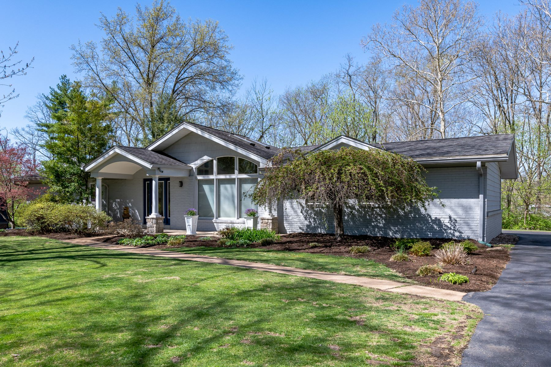 Single Family Home for Sale at 157 Seabrook Drive, Chesterfield, MO 63017 157 Seabrook Drive Chesterfield, Missouri 63017 United States