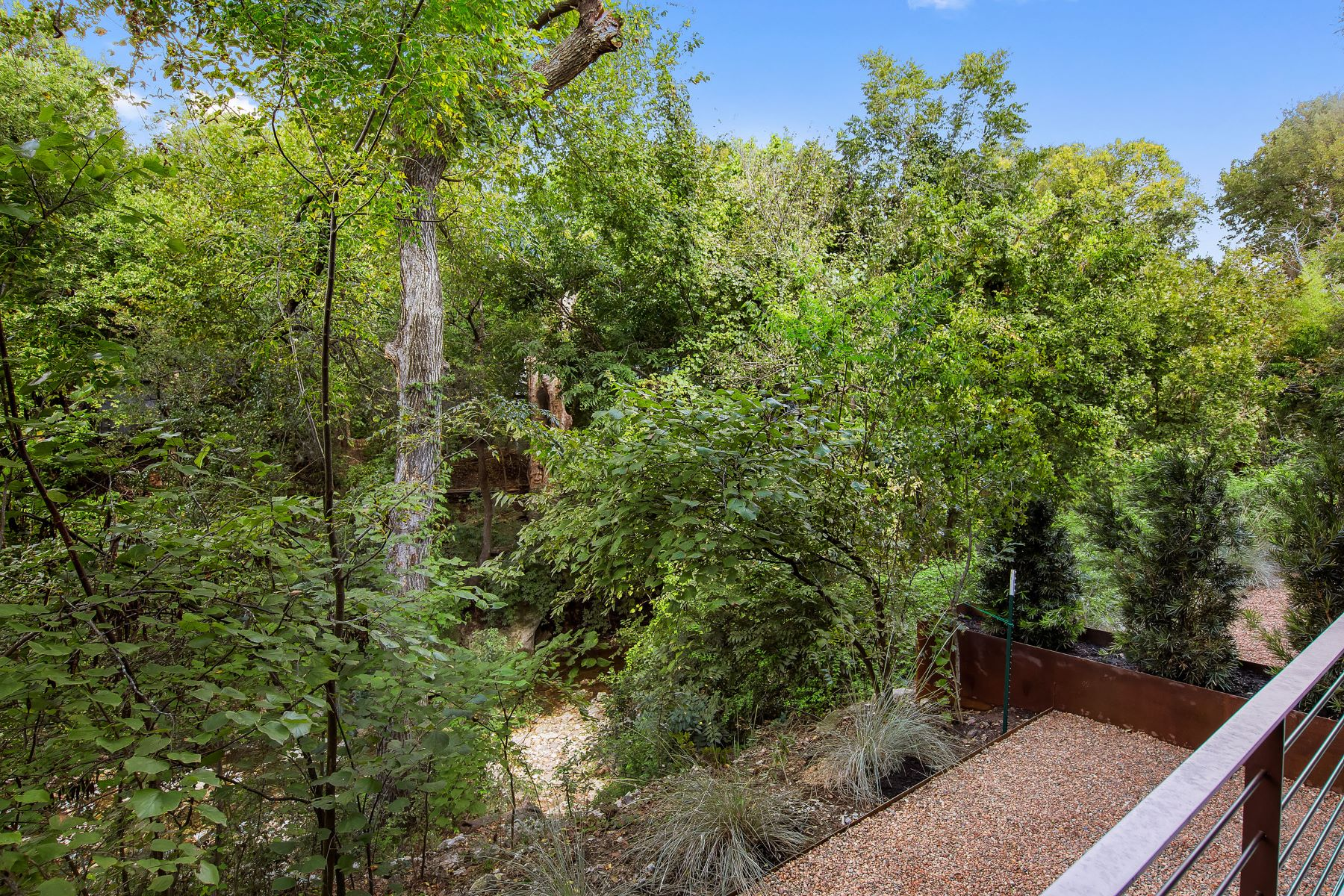 Additional photo for property listing at Contemporary Condo Under the Oaks in Bouldin Creek 1100 S 2nd St Austin, Texas 78704 United States