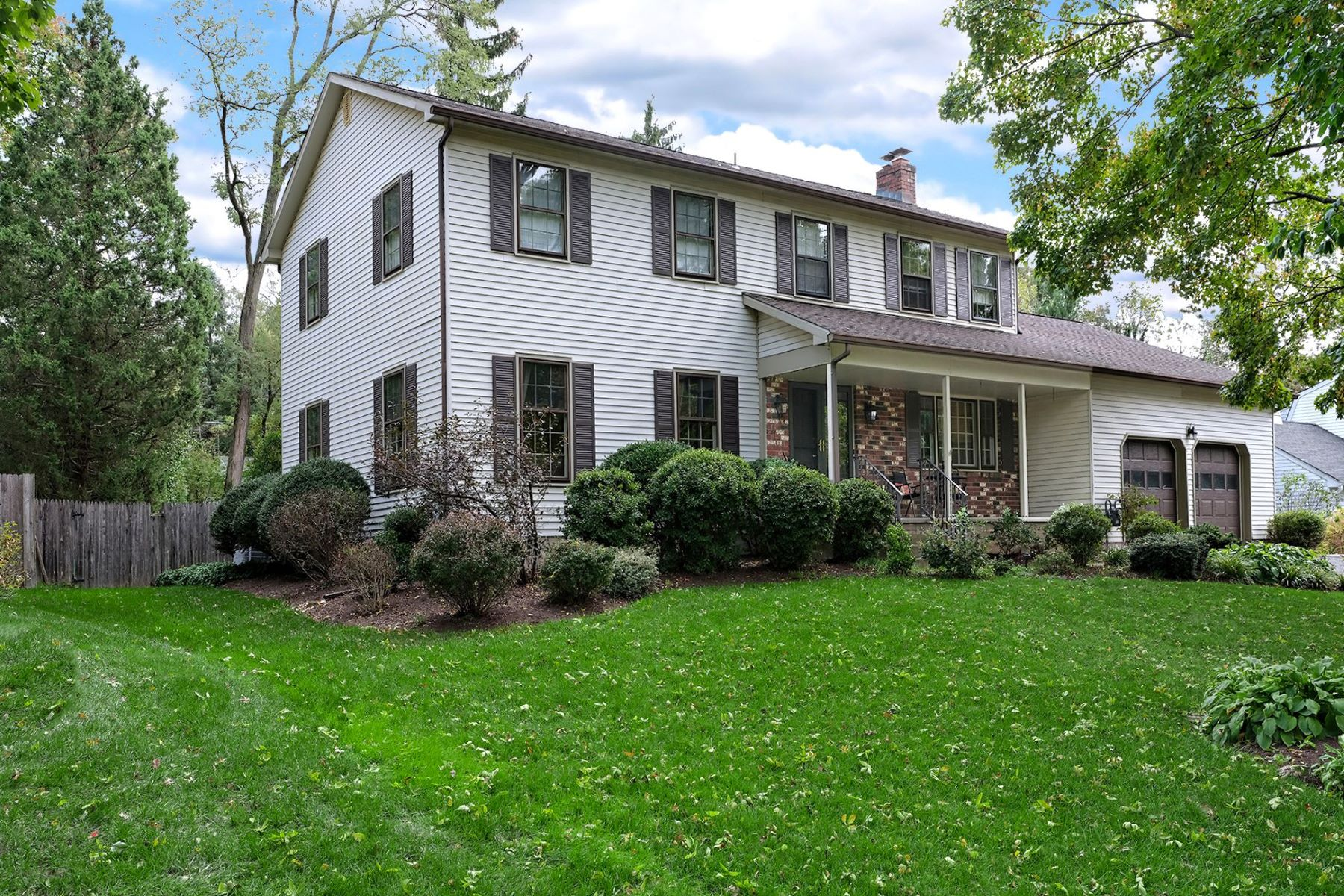 Lovely Lawrenceville Colonial Is a Perfect Fit 25 Springwood Drive, Lawrenceville, Nova Jersey 08648 Estados Unidos