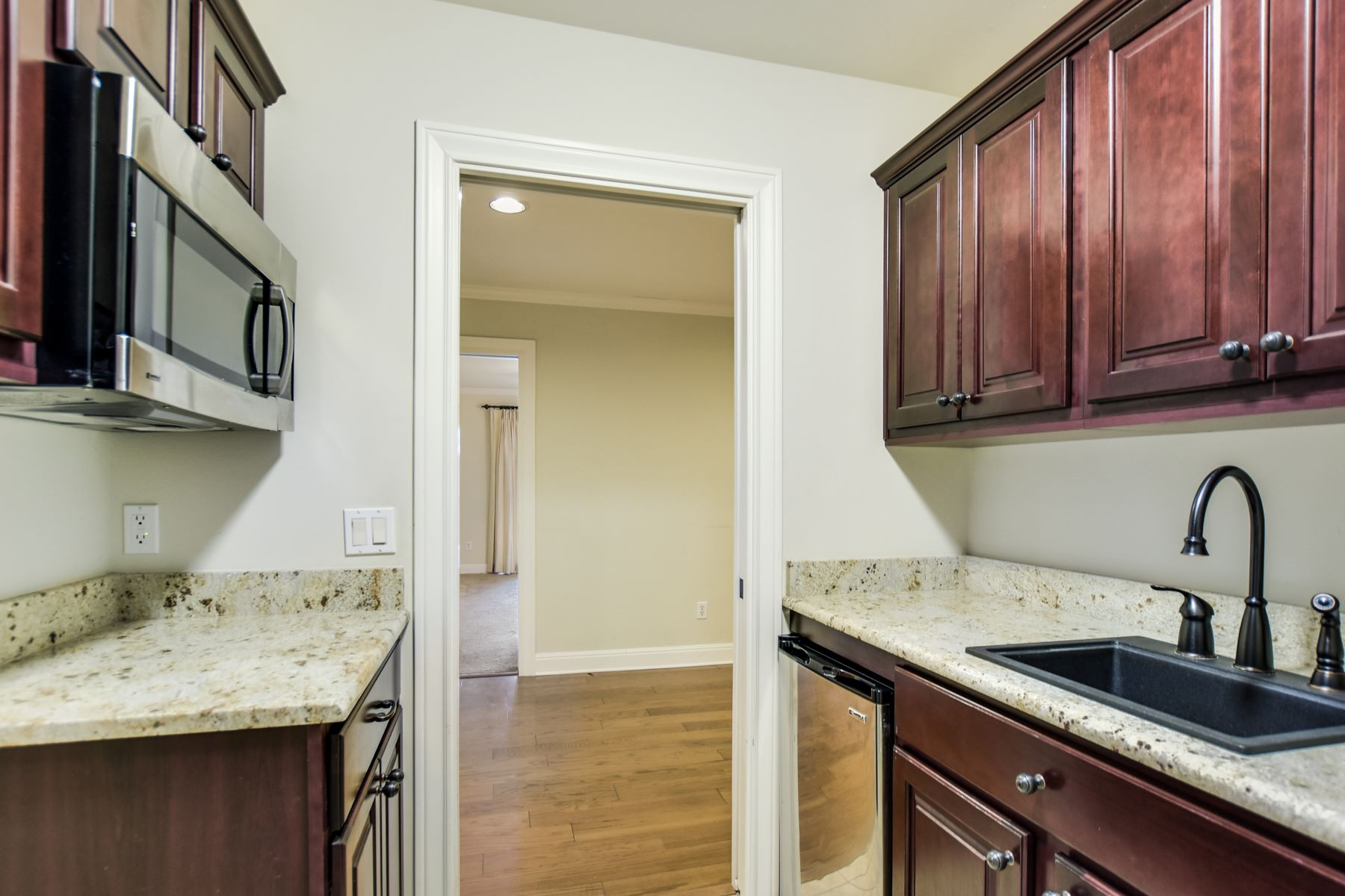 Additional photo for property listing at Contemporary Custom Lake Travis Condo 505 Rock Bluff Drive Austin, Texas 78734 United States