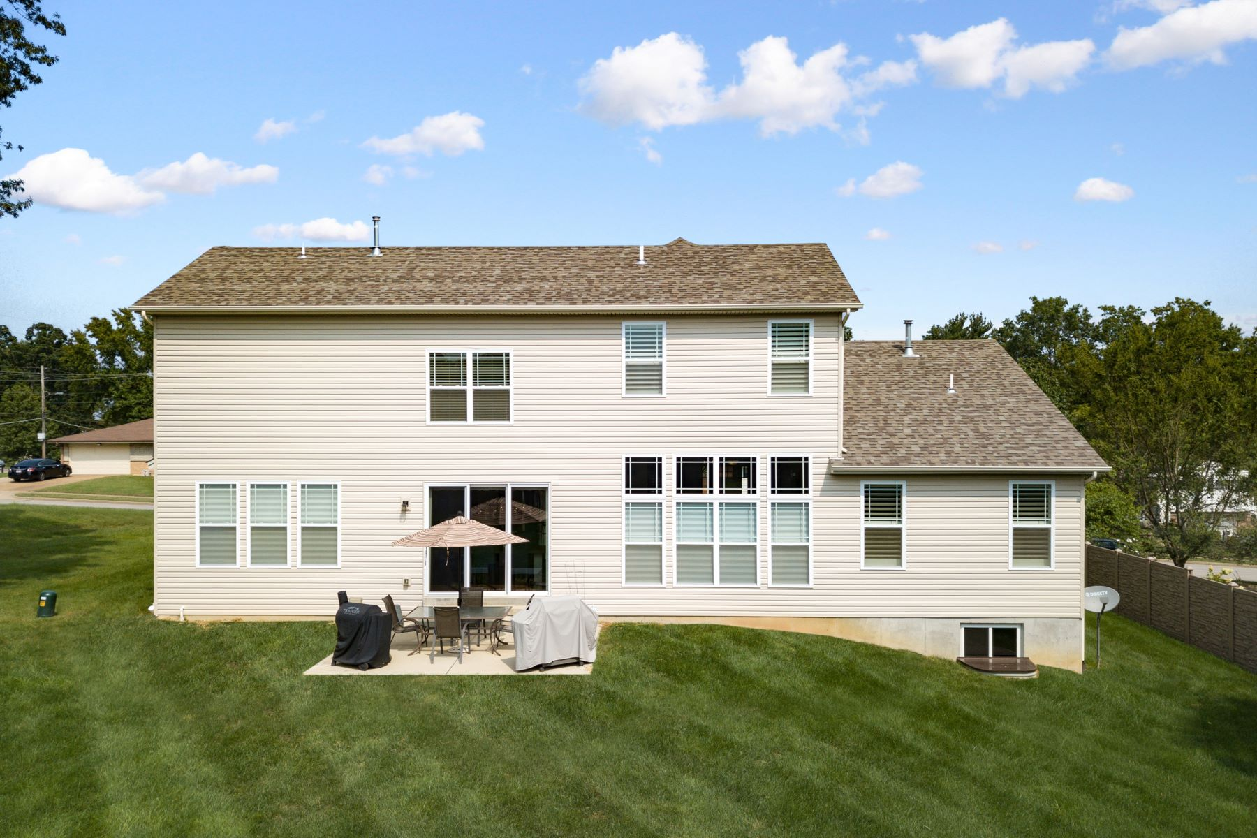 Additional photo for property listing at Fabulous Dream Home in Lindbergh Schools 9550 Garber Road Crestwood, Missouri 63126 United States