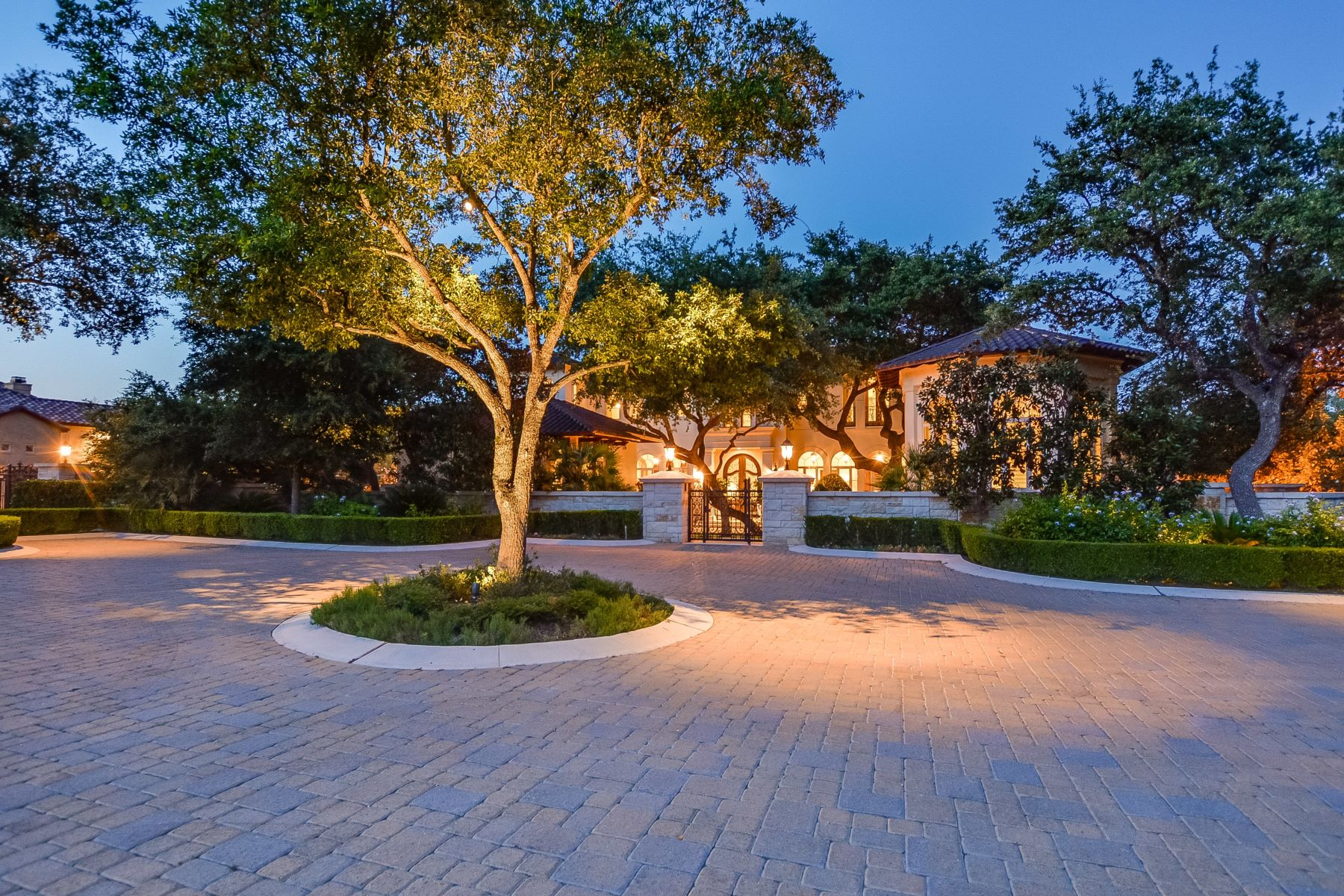 Single Family Home for Sale at Exquisite Masterpiece in Huntington 238 Winding Lane Shavano Park, Texas 78231 United States