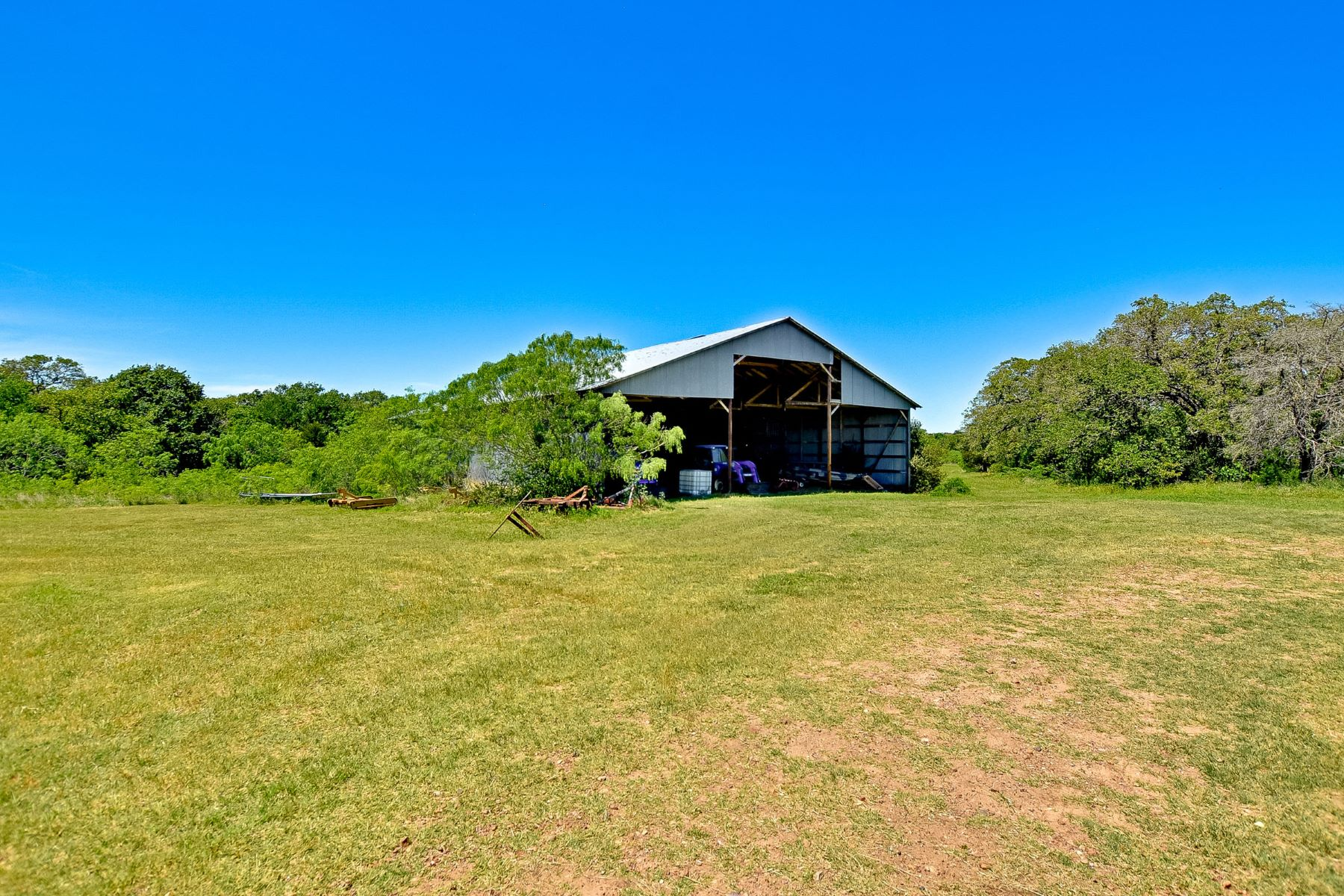 Additional photo for property listing at Hunting Paradise on 421 Acres 1404 CR 444 Waelder, Texas 78629 United States