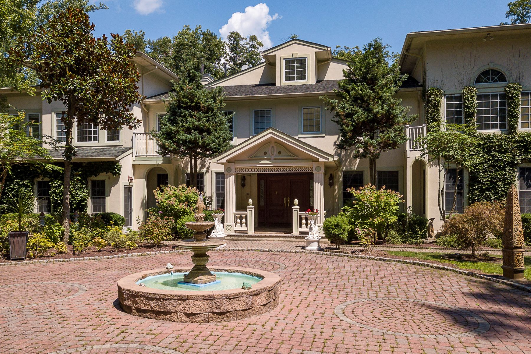 Property للـ Sale في A Sun-Drenched, European-Inspired Showplace, Lush Grounds, A Lavish Interior 76 Pettit Place, Princeton, New Jersey 08540 United States