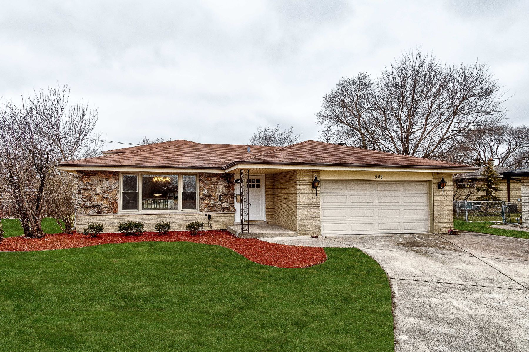 Single Family Homes for Active at Rehabbed Brick Split Level Home 948 E 170th Place South Holland, Illinois 60473 United States