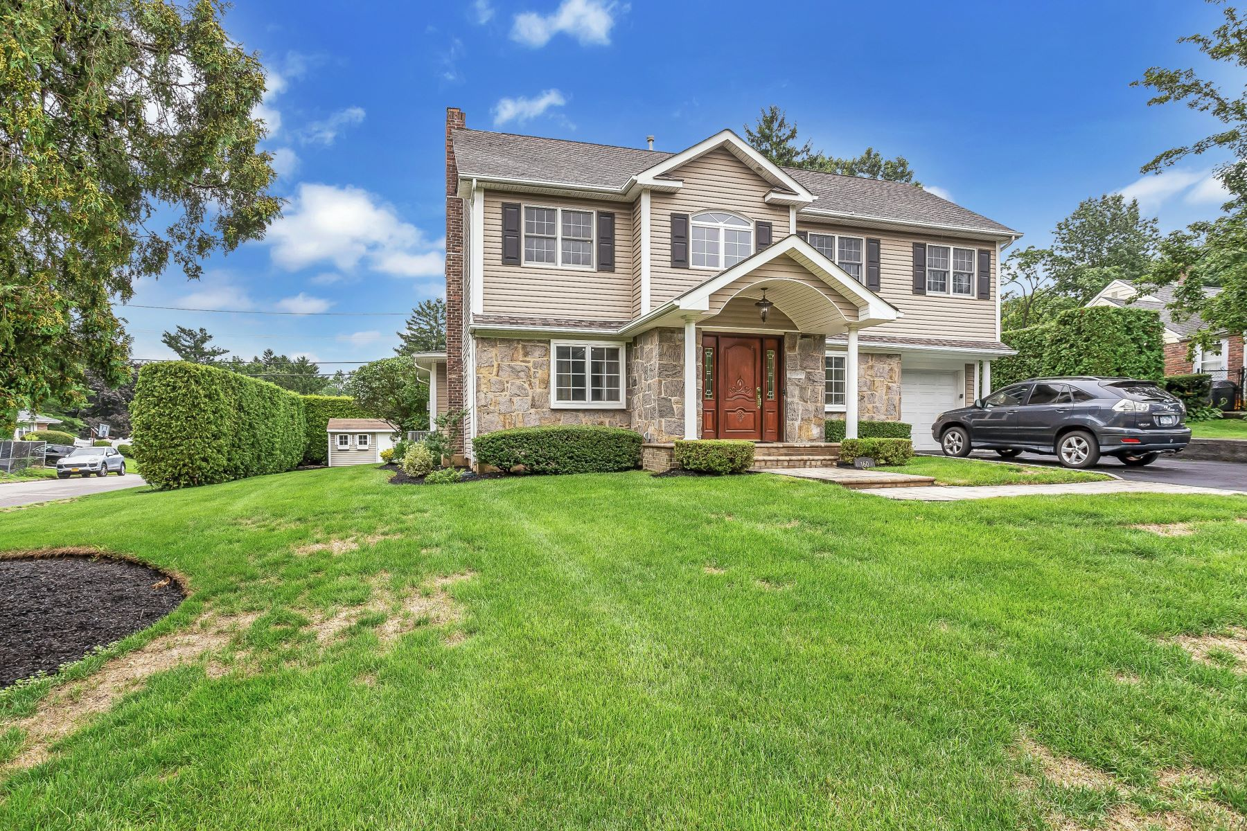 Single Family Homes 為 出售 在 160 Parkside Drive, Roslyn Heights, Ny, 11577 Roslyn Heights, 纽约 11577 美國