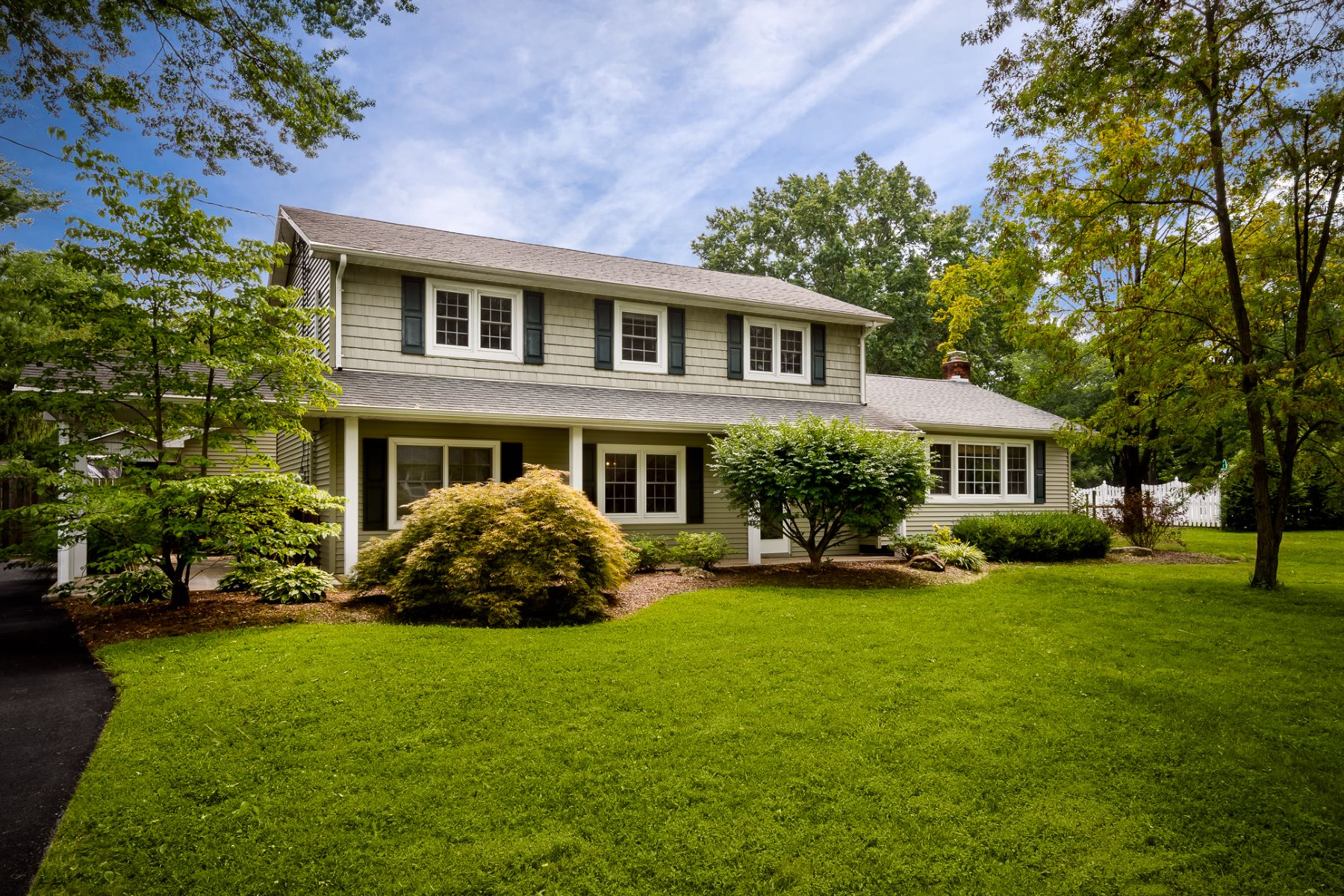 Property için Satış at Spacious and Bright, a Millstone Stand Out 17 Van Doren Drive, Hillsborough, New Jersey 08844 Amerika Birleşik Devletleri