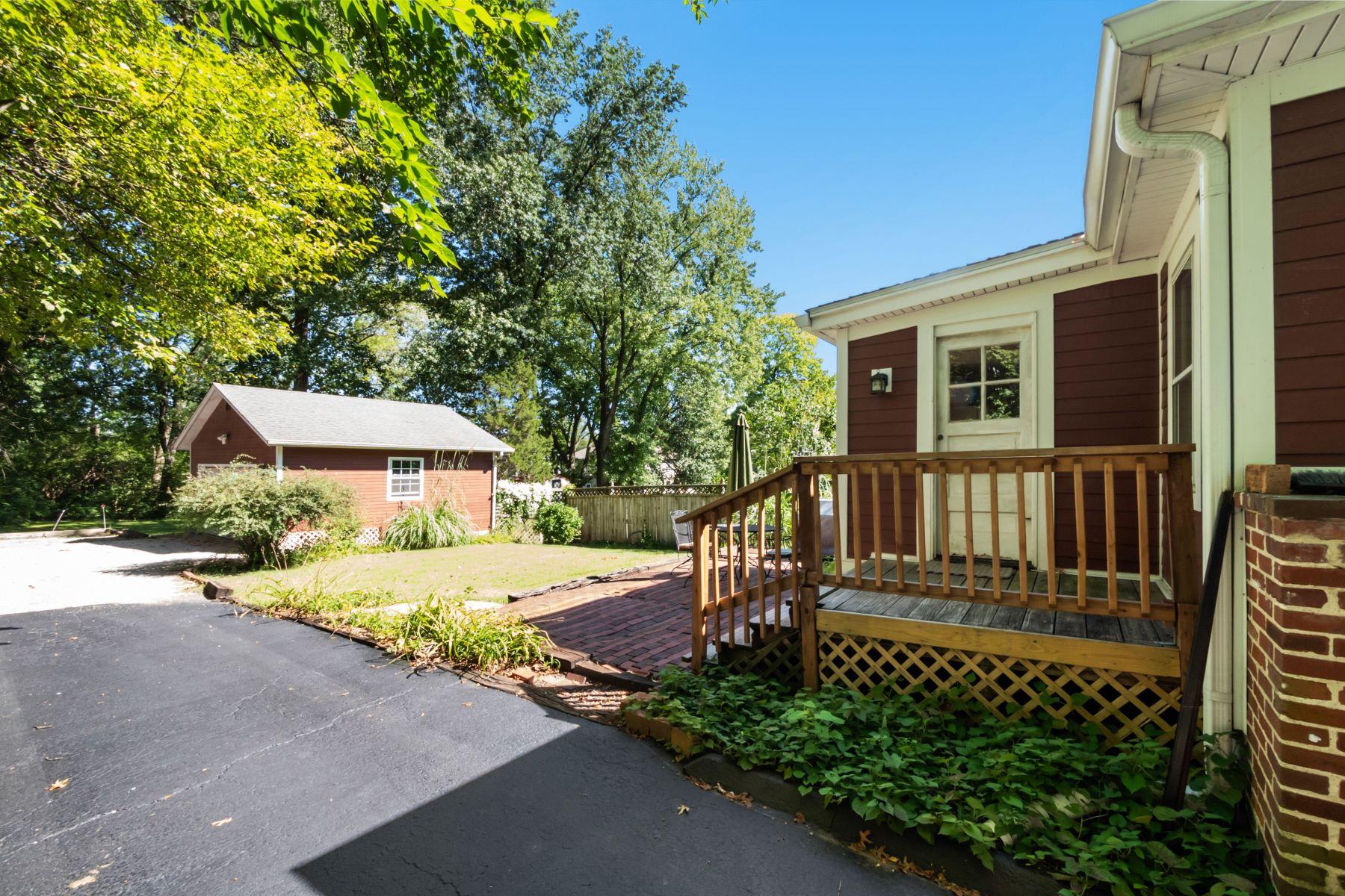 Additional photo for property listing at Olivette Farmhouse 820 North Price Road, Olivette, Μιζουρι 63132 Ηνωμένες Πολιτείες