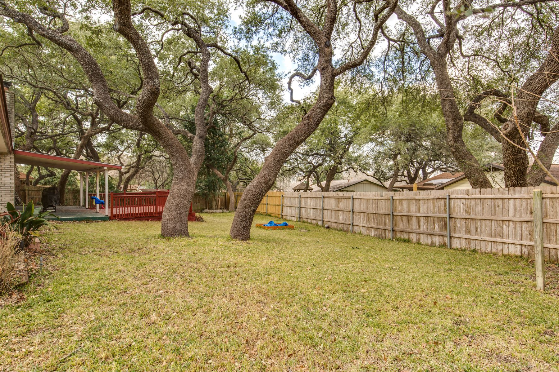 Additional photo for property listing at Spacious Single Story Home in Fox Run 6419 Indian Path Street San Antonio, Texas 78247 United States