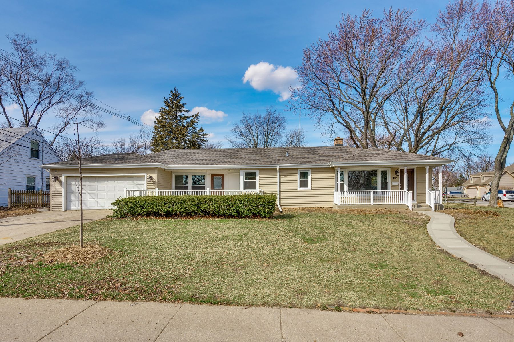 Single Family Home for Sale at Rehabbed Ranch in Park Manor! 24 Elm Street Glenview, Illinois 60025 United States