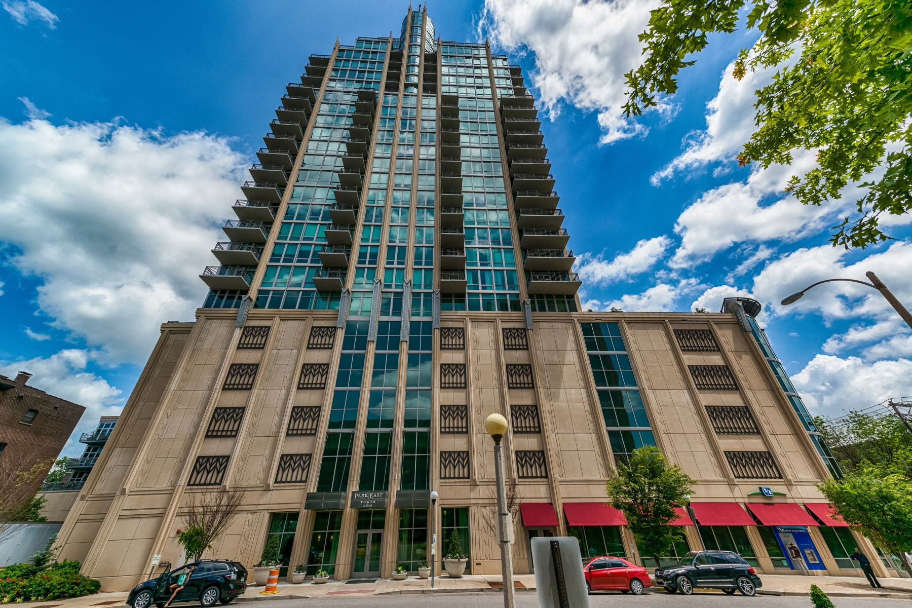 Condominiums for Sale at Park East Tower 4909 Laclede Avenue #2402 St. Louis, Missouri 63108 United States
