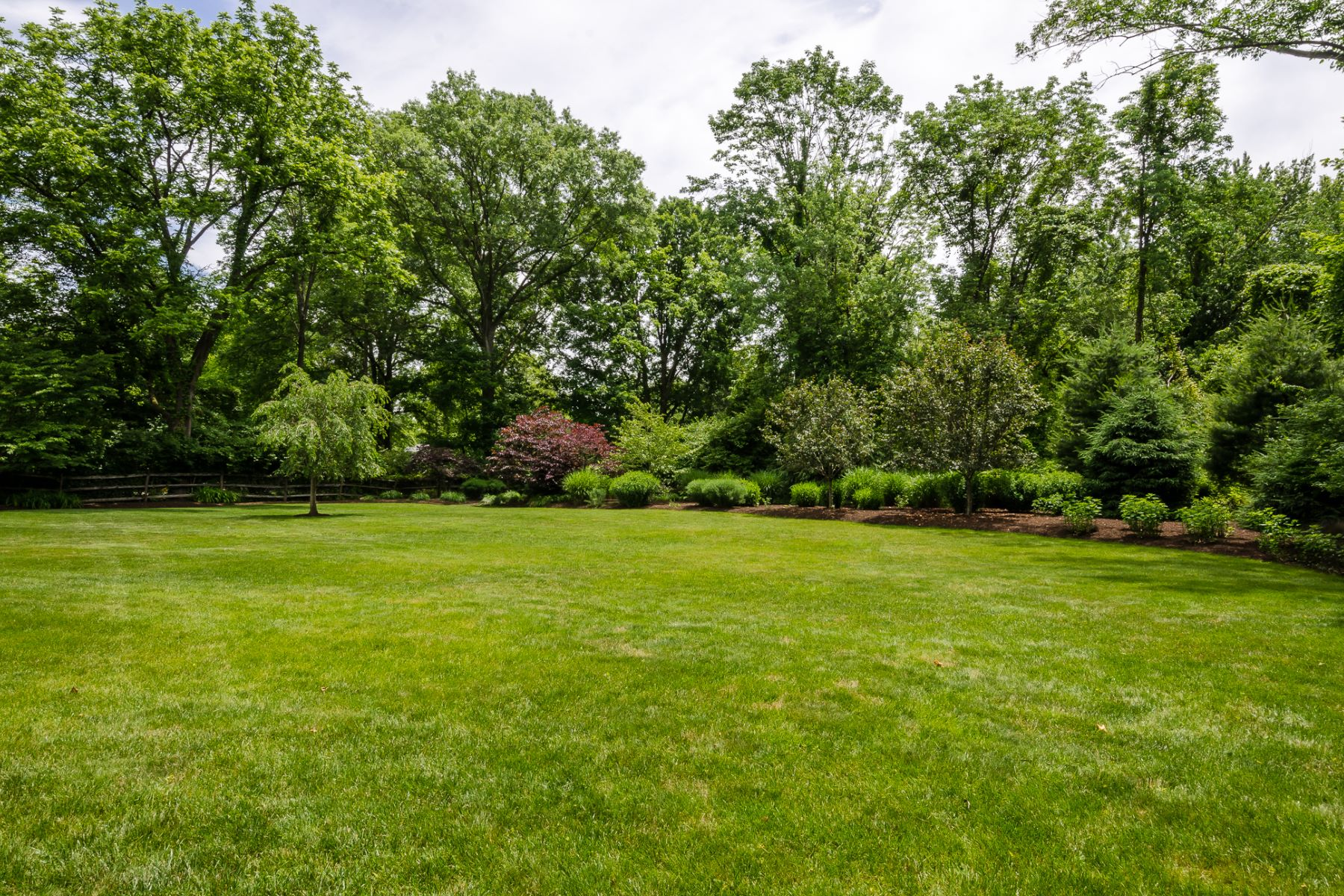 Additional photo for property listing at Charming Appeal on a Lush Lot 10 Vannoy Avenue, Pennington, Nueva Jersey 08534 Estados Unidos