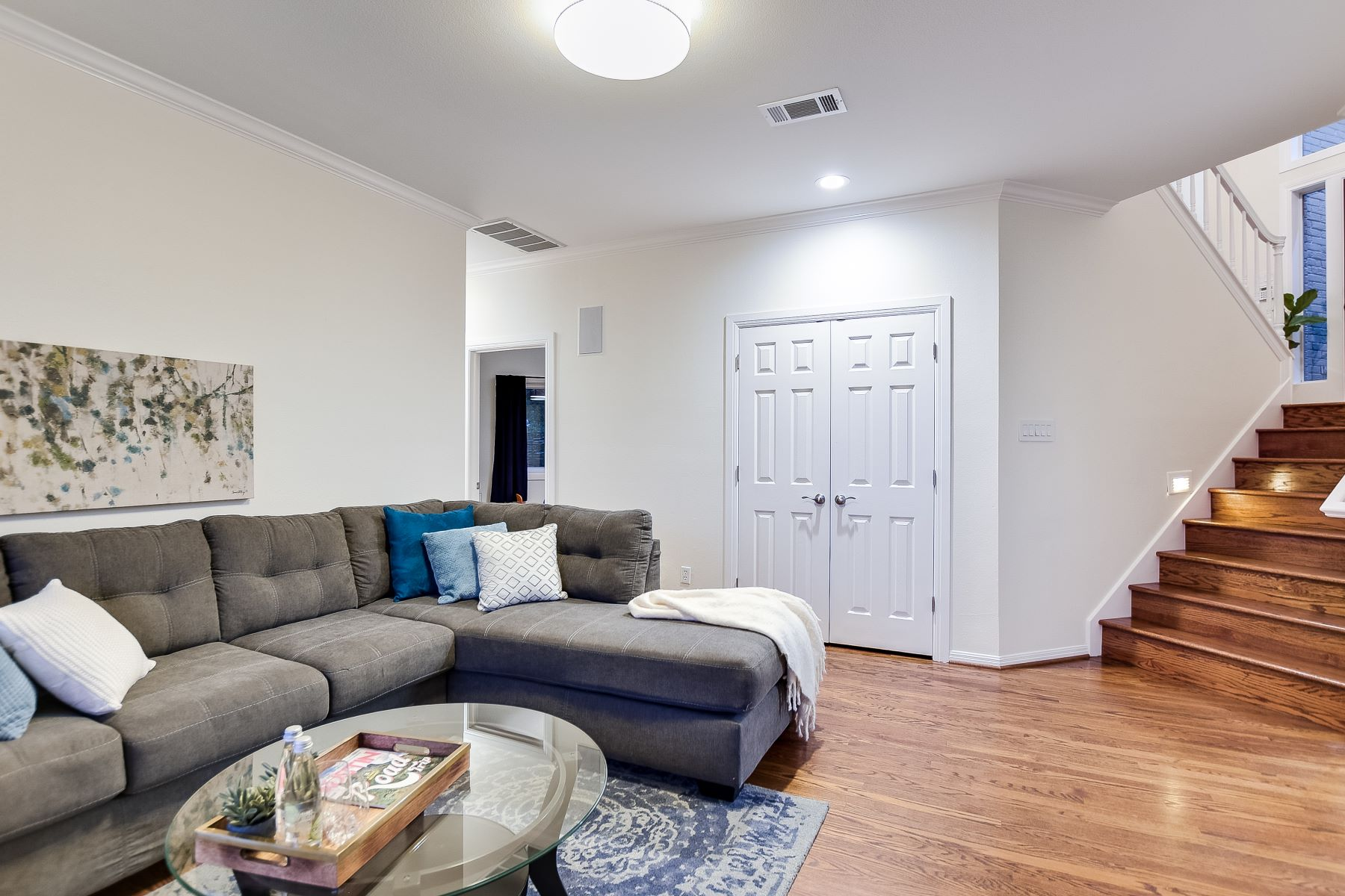 Additional photo for property listing at West Lake Hills Contemporary with Panoramic Views 912 Terrace Mountain Drive Austin, Texas 78746 United States