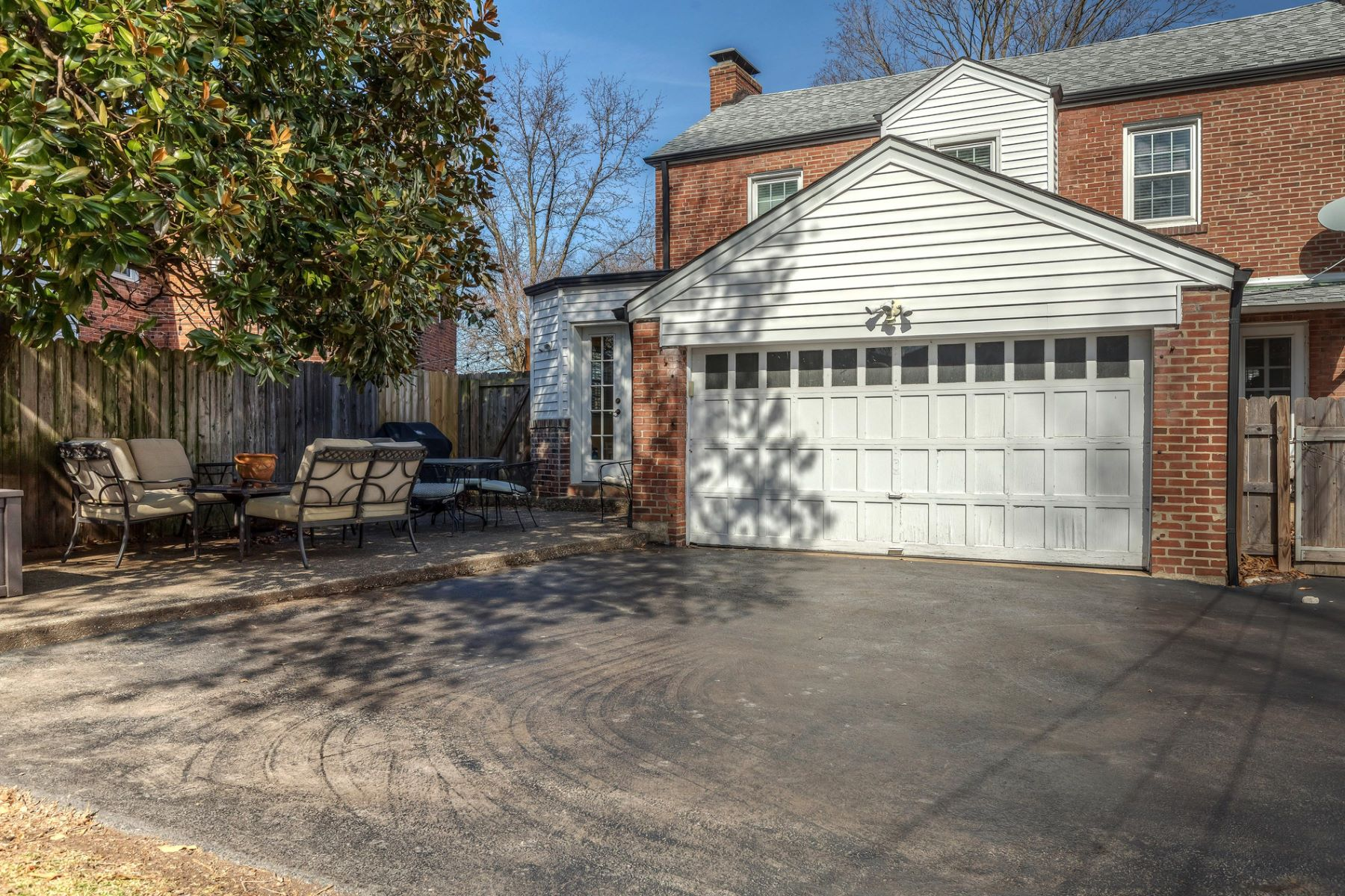 Additional photo for property listing at Teasdale Ave 8040 Teasdale Ave University City, Missouri 63130 United States