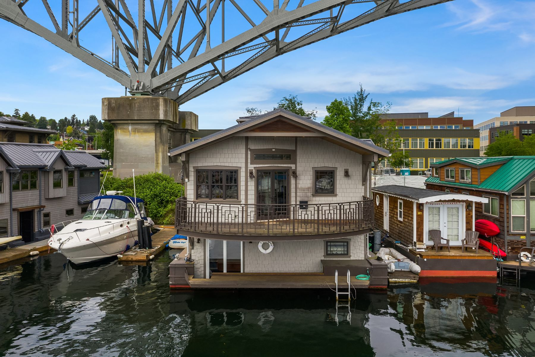Single Family Homes for Sale at 905 N Northlake Wy Unit #5, Seattle, WA 98103 Seattle, Washington 98103 United States