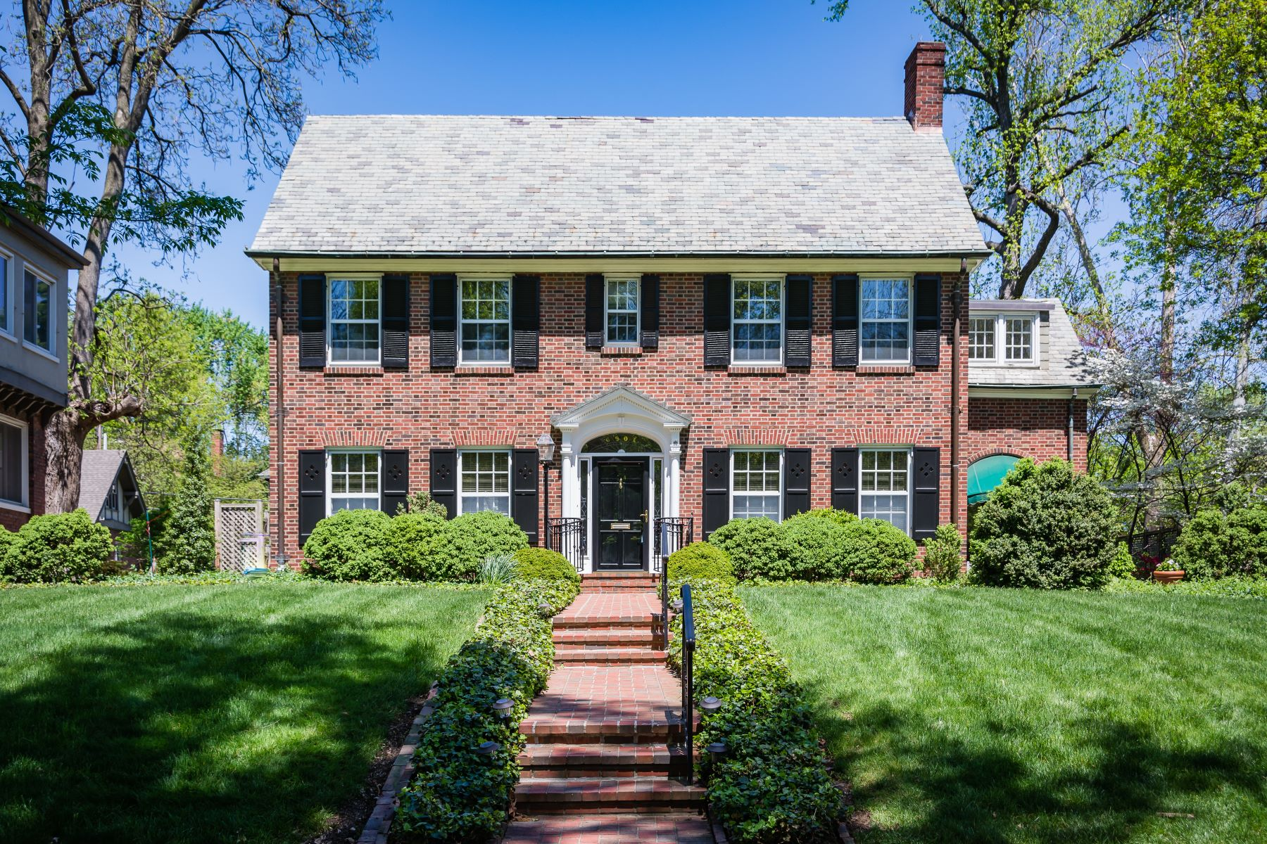 Single Family Home for Sale at Two-Story Georgian Colonial Residence 6901 Kingsbury Boulevard University City, Missouri 63130 United States