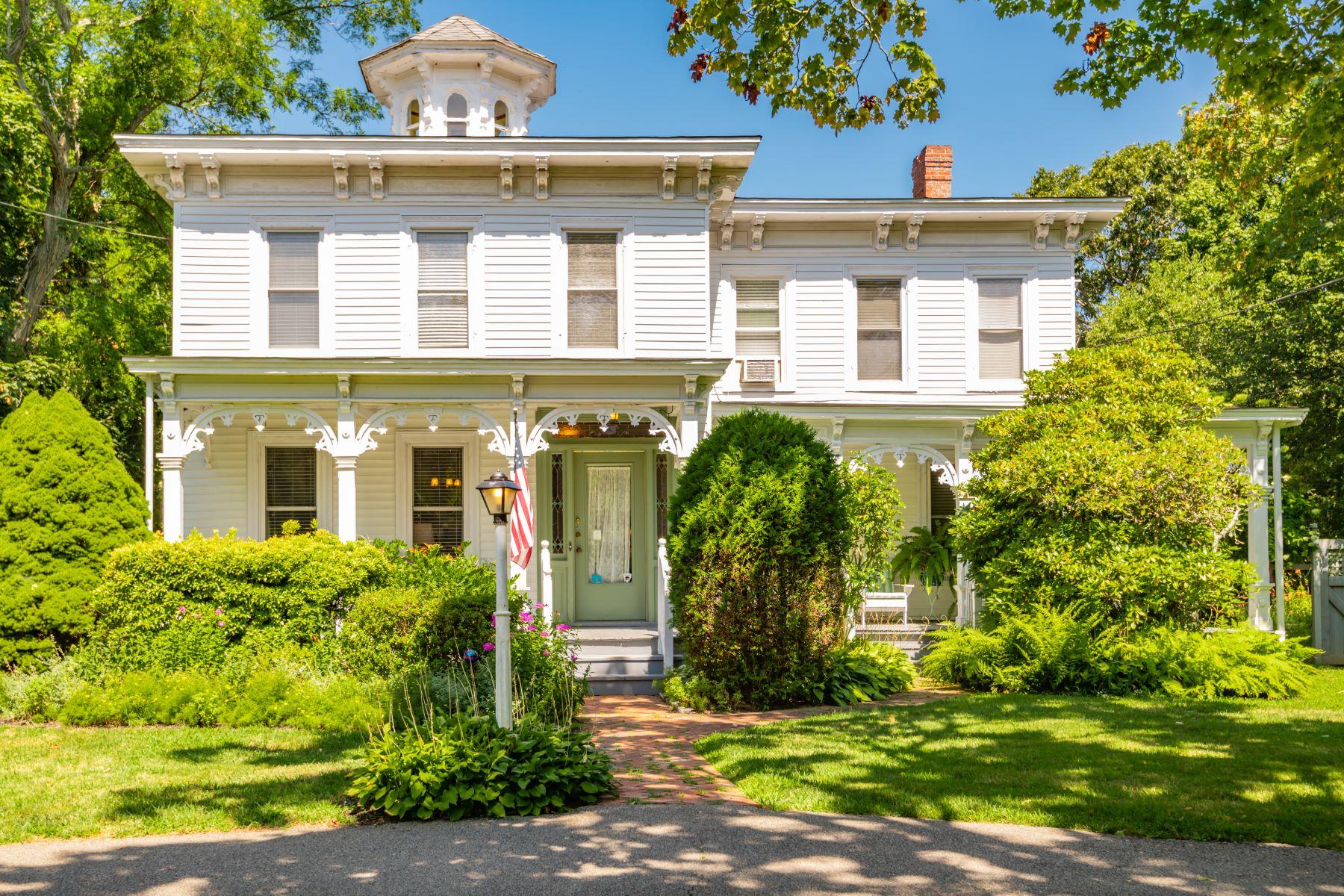 Single Family Homes 為 出售 在 8985 Main Road, East Marion, Ny, 11939 East Marion, 纽约 11939 美國