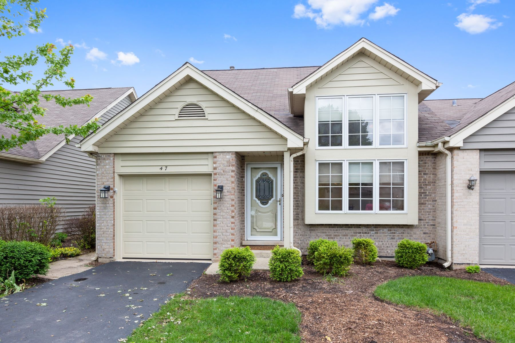 single family homes for Sale at Beautifully Updated Naperville Home 47 Townsend Circle Naperville, Illinois 60565 United States