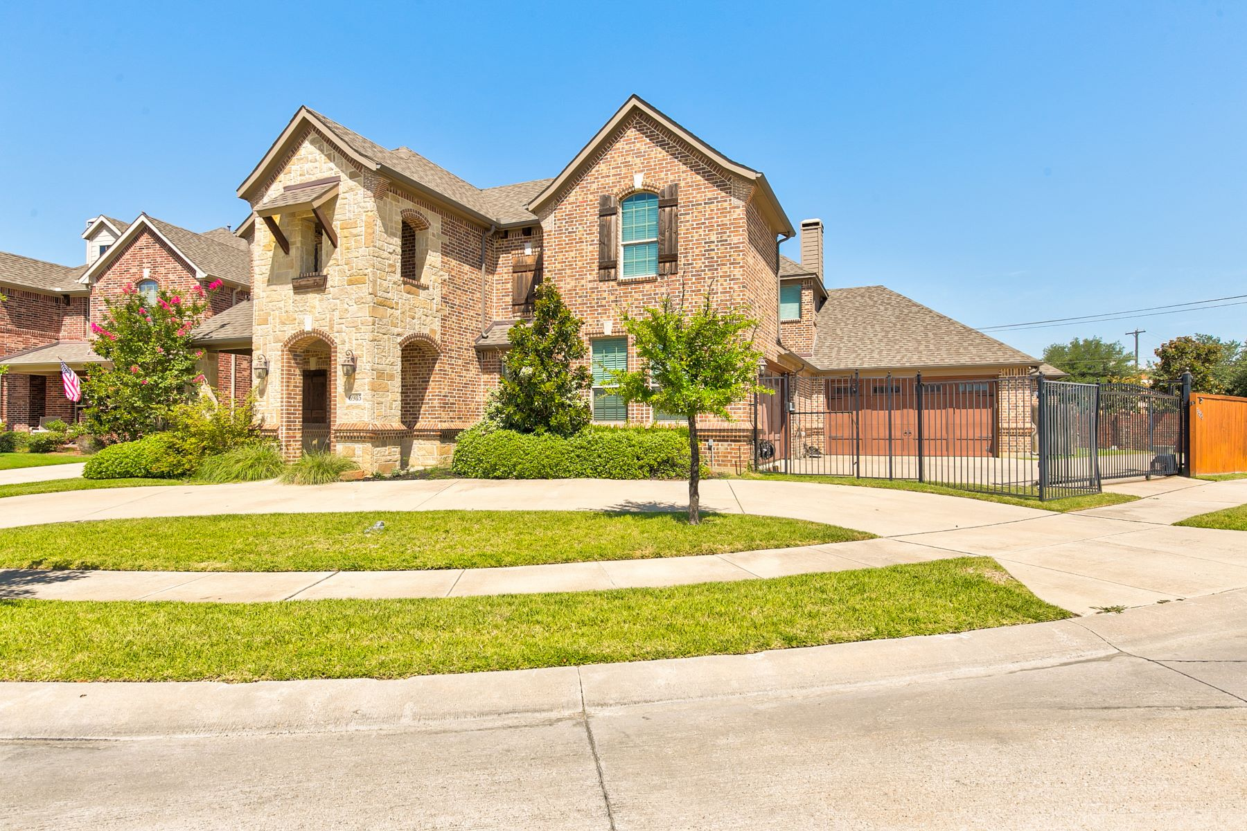 Single Family Homes for Sale at Beautiful Five Bedroom Family Home in North Richland Hills, TX 6985 Warbler Lane North Richland Hills, Texas 76182 United States