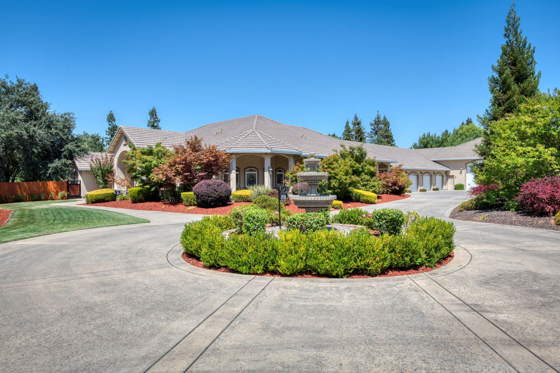 Single Family Homes 为 销售 在 8910 Little Creek Drive, Roseville, CA 95661 8910 Little Creek Drive Roseville, 加利福尼亚州 95661 美国
