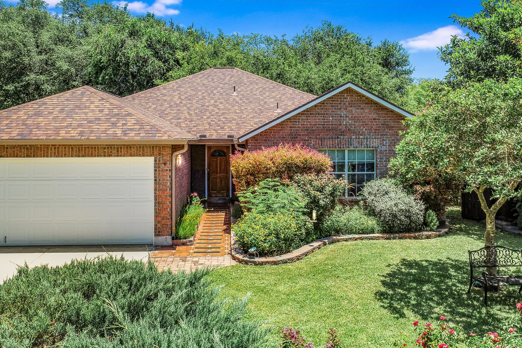 Single Family Homes for Active at Charming Home In Greenshire 2901 Lotus Park Schertz, Texas 78154 United States