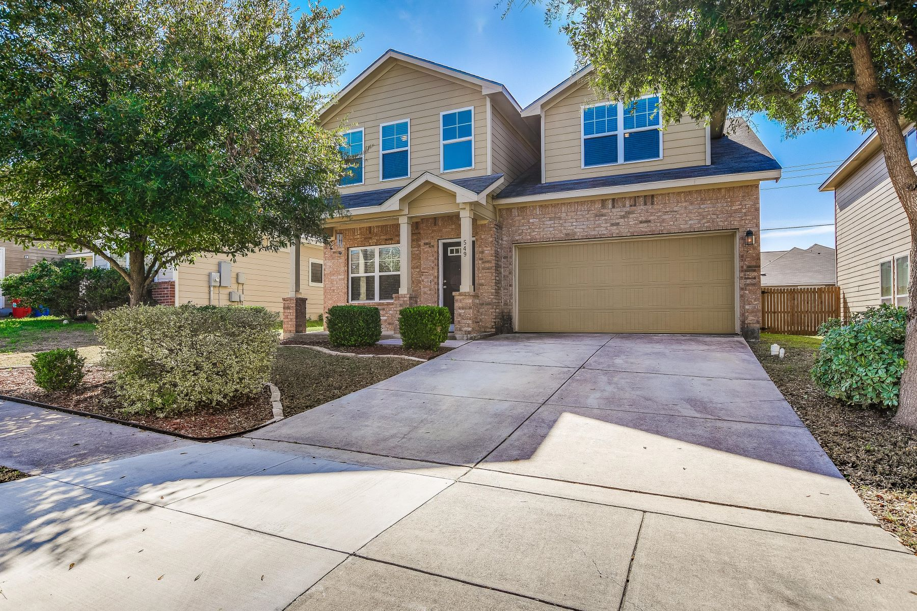 Single Family Homes für Verkauf beim Beautiful Two Story Home located in Stonebrook 549 Slippery Rock, Cibolo, Texas 78108 Vereinigte Staaten