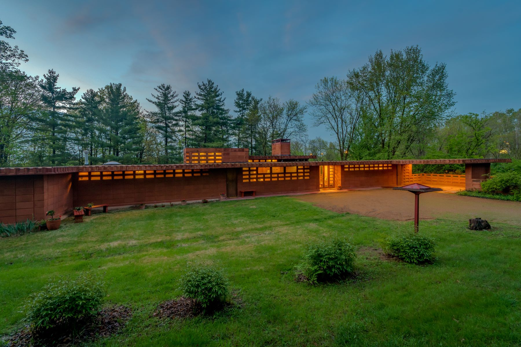 Single Family Homes for Sale at Frank Lloyd Wright residence 865 Masonridge Road Town And Country, Missouri 63141 United States