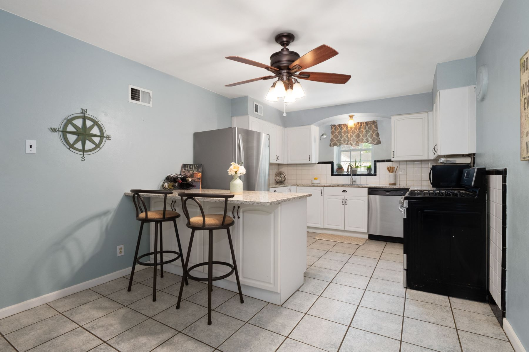 Additional photo for property listing at Meticulously Maintained Brick Ranch 9912 Berwick Drive Affton, Missouri 63123 United States