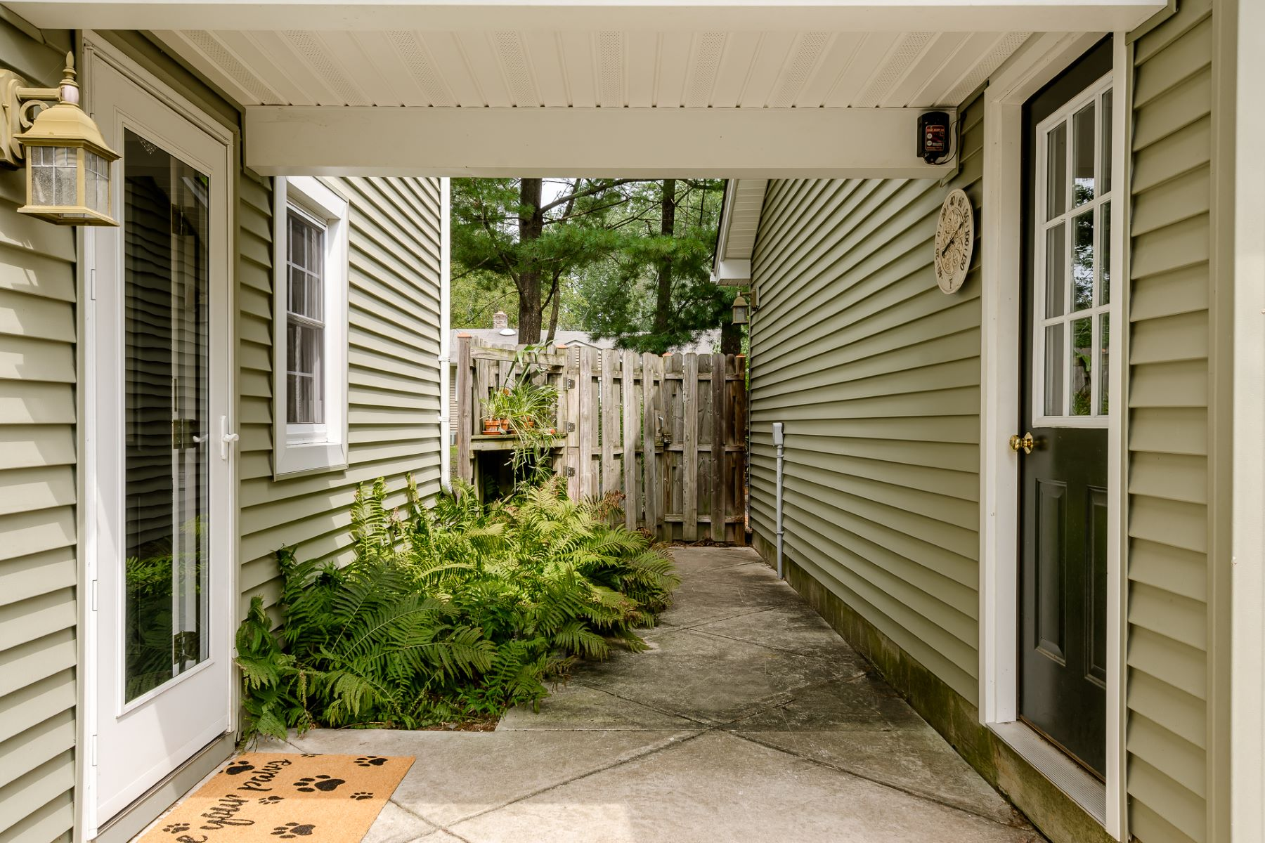 Additional photo for property listing at Spacious and Bright, a Millstone Stand Out 17 Van Doren Drive, Hillsborough, New Jersey 08844 Verenigde Staten