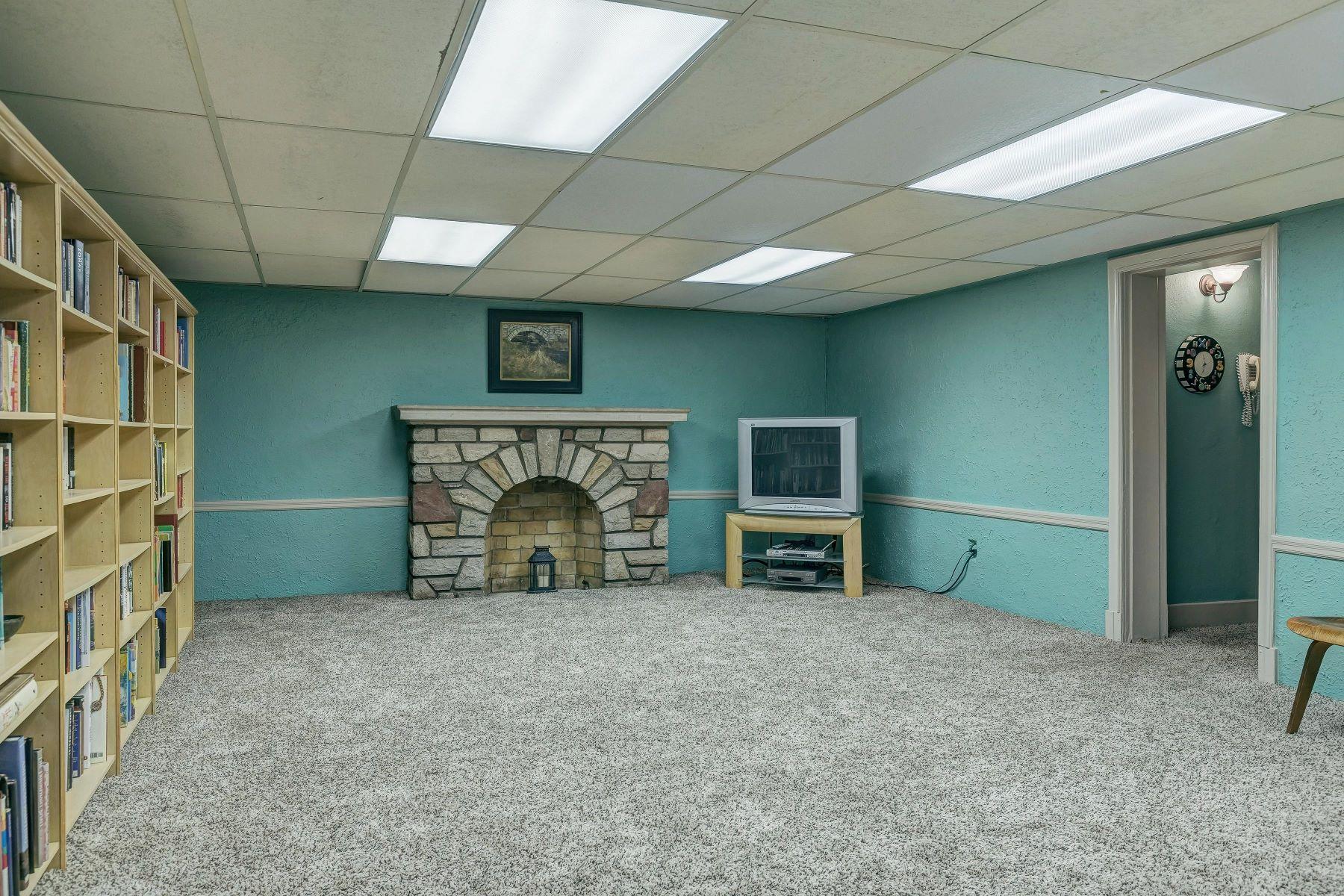 Additional photo for property listing at Stately Ladue Residence 9107 Clayton Road Ladue, Missouri 63124 United States